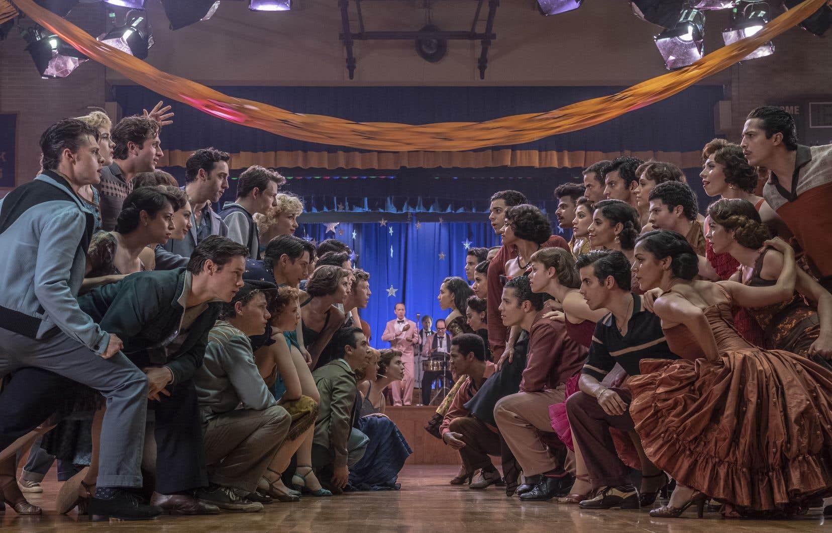 Qui d'autre que Steven Spielbergaurait eu l'audace de tourner un «remake» du chef-d'œuvre de Robert Wise, adapté du brillant «musical» de Laurents, Sondheim et Bernstein, lui-même inspiré de«Roméo et Juliette» du grand barde? Avis aux nostalgiques: Rita Moreno, l'inoubliable Anita de 1961, joue un petit rôle dans «West Side Story».