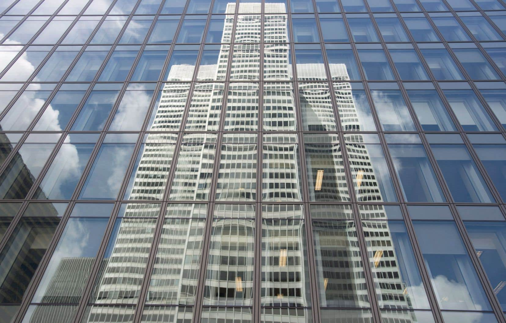 Au cours des dernières années, Ivanhoé Cambridge, dont le portefeuille d'actifs atteint 64milliards de dollars, a investi plus de 1 milliard de dollars dans différents projets au centre-ville.