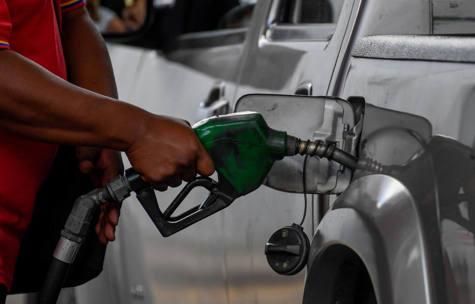 <p>Le Venzuela, qui traverse une profonde crise économique, connaît également une pénurie d'essence, faute de raffineries opérationnelles.</p>