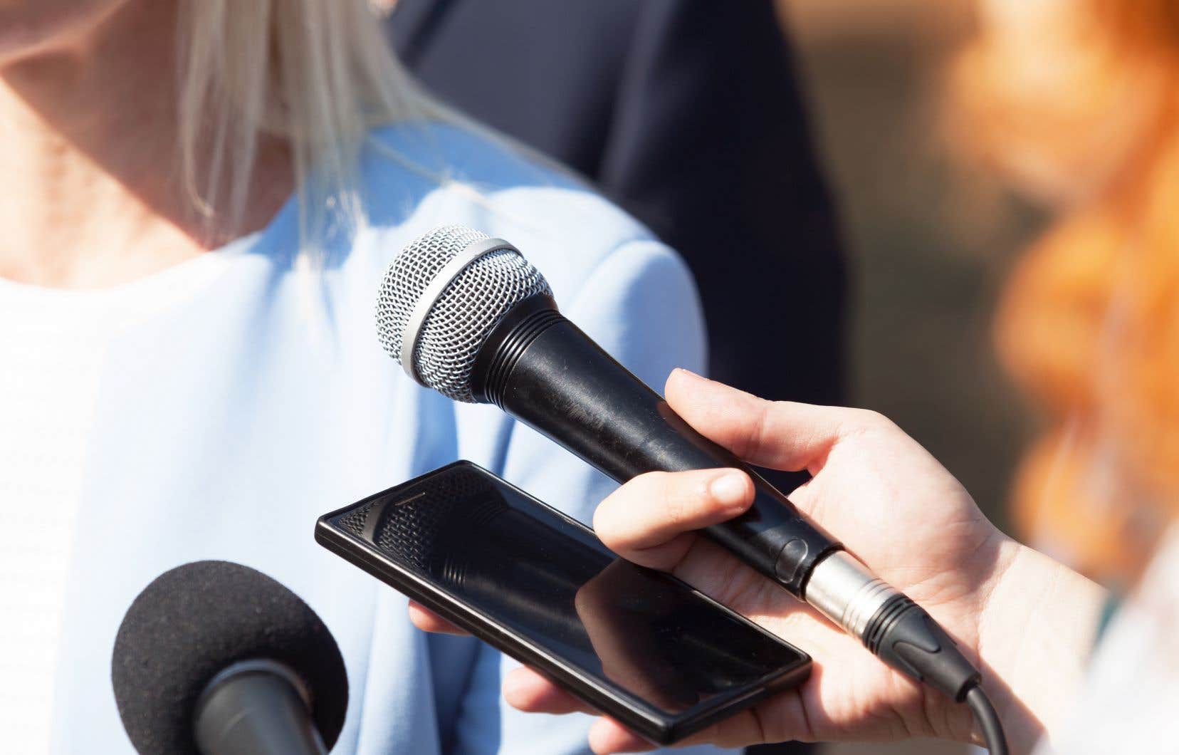 «L'étude confirme aussi que les politiciennes continuent d'être représentées en fonction de leur apparence physique et des émotions qu'elles manifestent plutôt qu'en fonction de leur projet électoral, de leurs idées et de leur vision politique», écrivent les autrices.