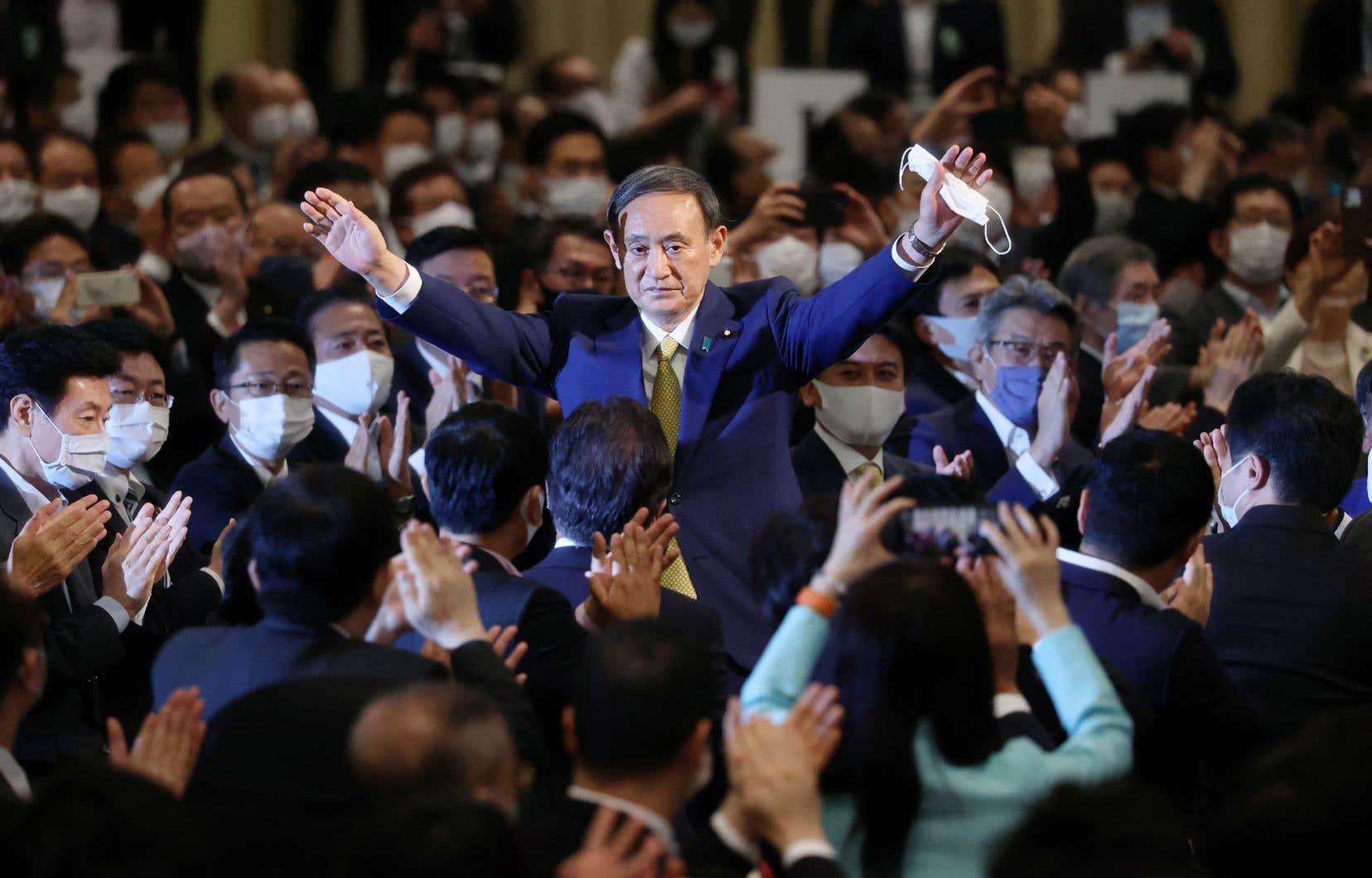 YoshihideSuga, secrétaire général et porte-parole du gouvernement, est devenu lundi chef du Parti libéral-démocrate, le parti conservateur actuellement au pouvoir au Japon.
