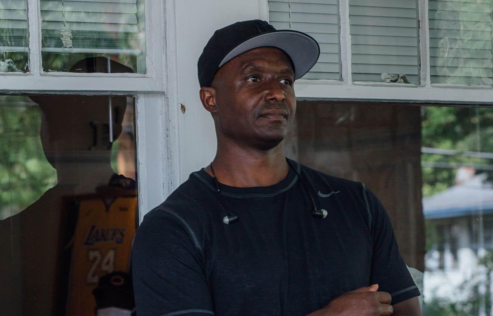 William Elmore, le fils de la fondatrice de Straight Talk, a reçu une sentence d'emprisonnement à vie en 1991. Cependant, en 2015, il a été libéré sur parole. «Je ne suis pas effrayé de savoir que j'ai une date d'expiration. Ça me motive à vivre plus pleinement. Ça me pousse à rester honnête, dynamique, passionné.»