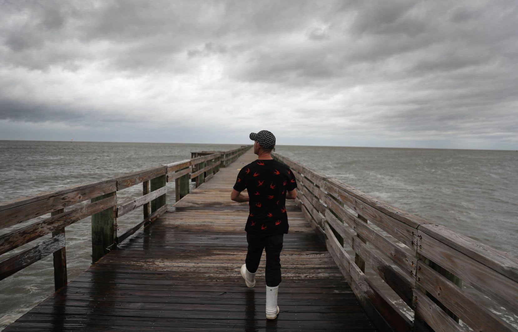 Le Centre national des ouragans a mis en garde dans son dernier bulletin des risques de tornades en Floride et dans l'Alabama dès mardi matin.