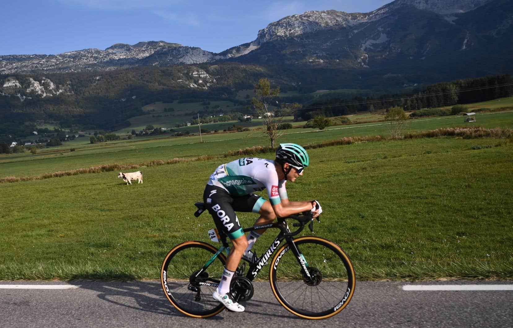 L'Allemand Lennard Kämna a remporté la première étape alpine du Tour de France, mardi.