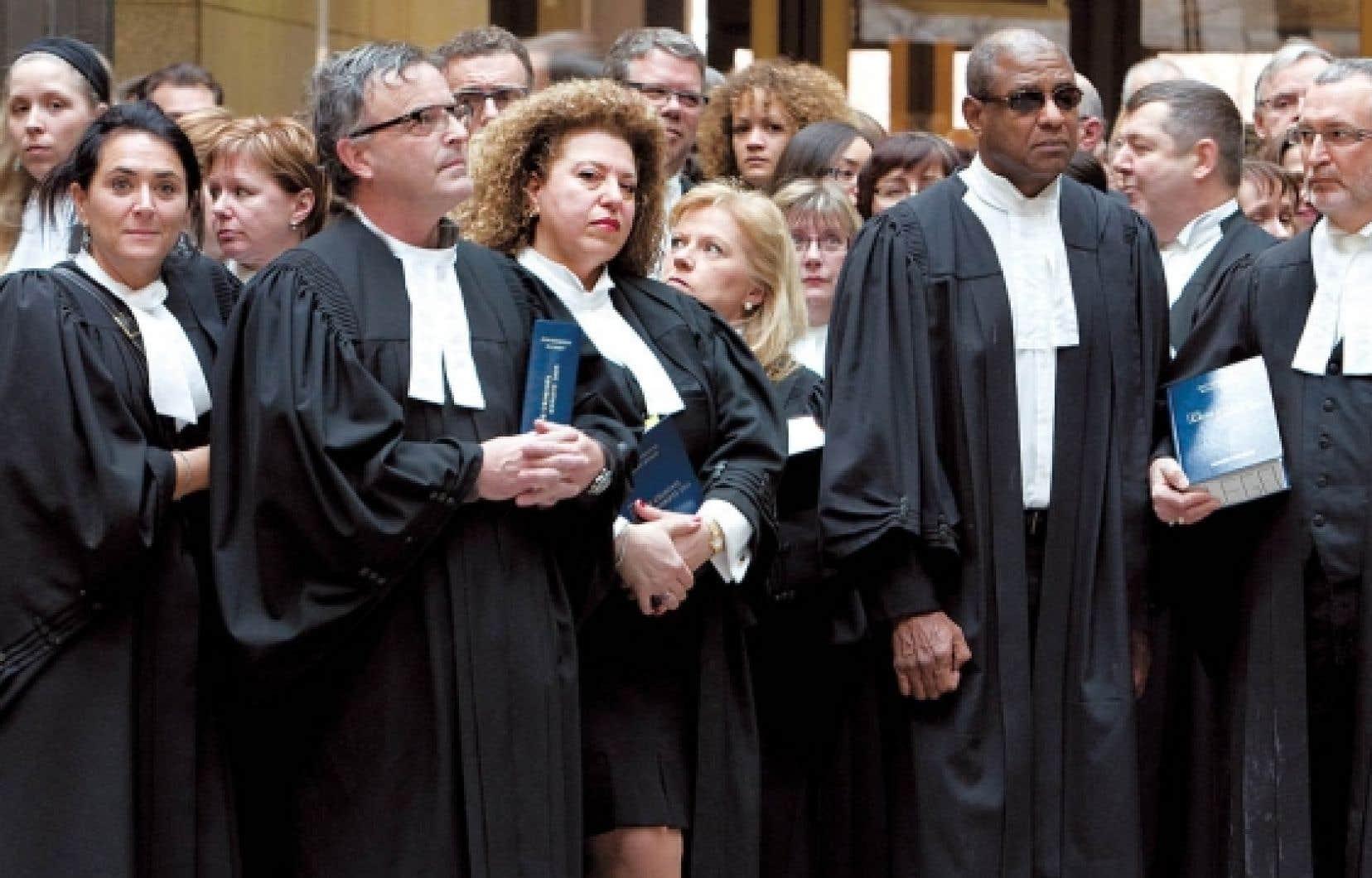 En 2005, les procureurs ont vécu comme un affront le fait d'être inclus dans la loi 43 fixant les conditions de travail de tous les employés du secteur public alors qu'ils n'étaient même pas en négociation.<br />