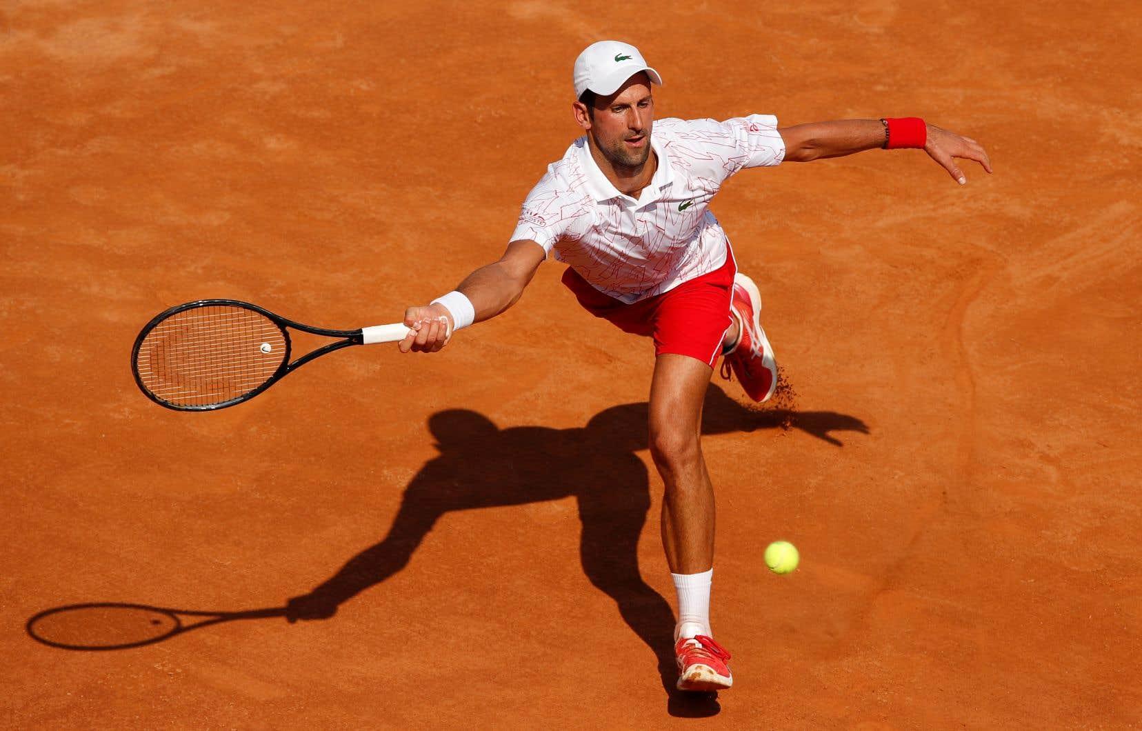 Novak Djokovic, qui occupe le sommet du classement mondial, a été plutôt courtois avec l'arbitre au cours de sa victoire de 6-3, 6-2 aux dépens de Salvatore Caruso au deuxième tour du Masters de Rome.