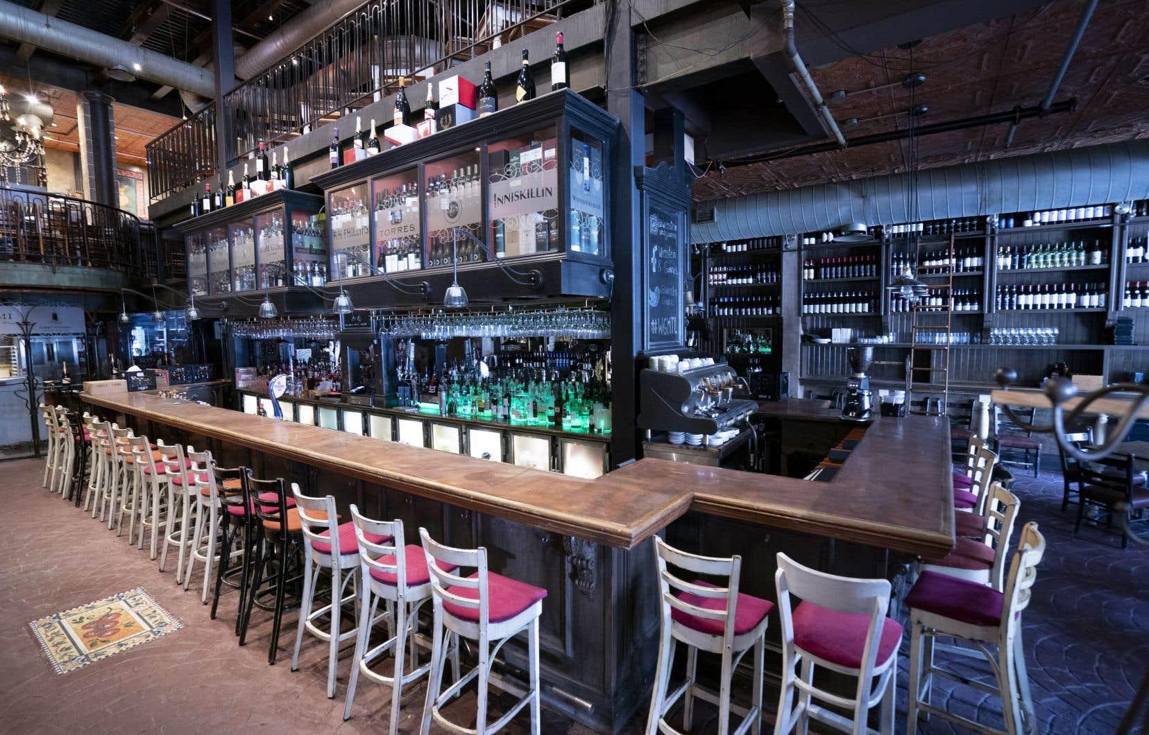 Au palier d'«alerte modérée», les restrictions augmenteront. On parle de fermeture des bars et des salles à manger dans les restaurants, qui devront se limiter aux commandes à emporter.