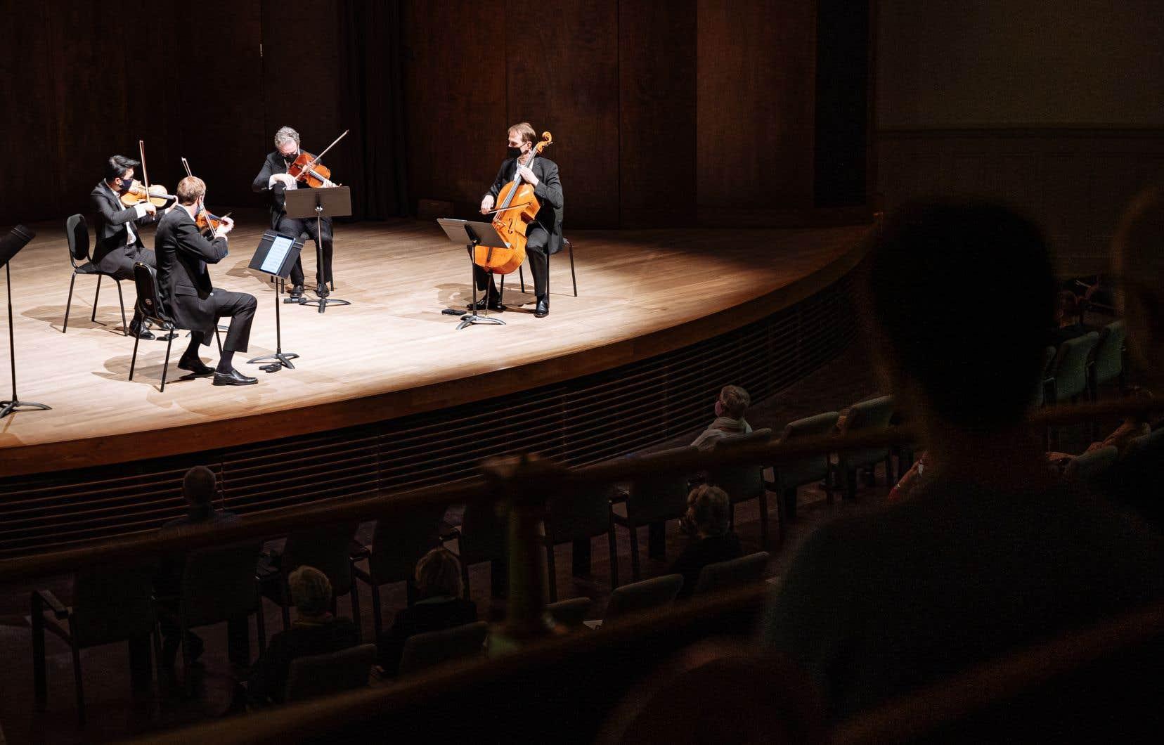 À l'occasion de ce concert, le Nouveau Quatuor à cordes Orford s'est présenté dans une formation inédite, Douglas McNabney remplaçant à l'alto Eric Nowlin, retenu aux États-Unis.