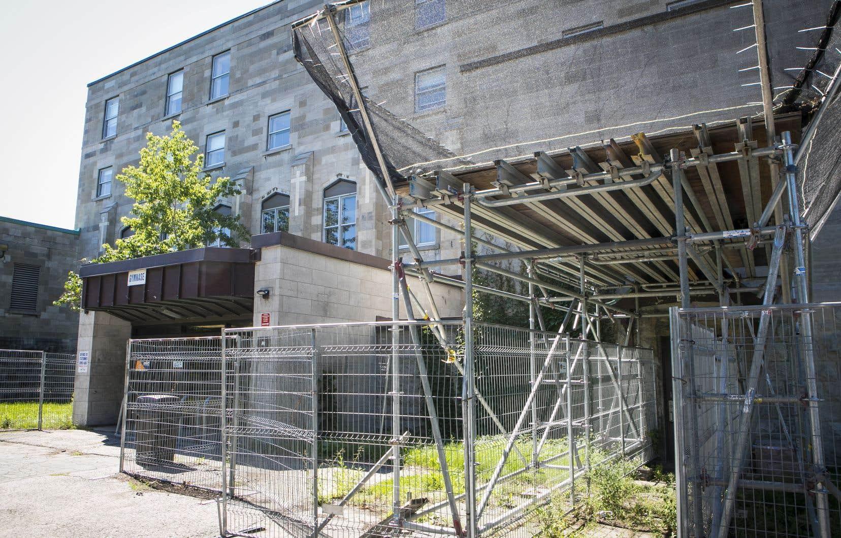 Le gouvernement Legault a annoncé jeudi des investissements de 363,9millions de dollars pour construire huit écoles et en agrandir huit autres dans les trois centres de services scolaires francophones de l'île de Montréal.
