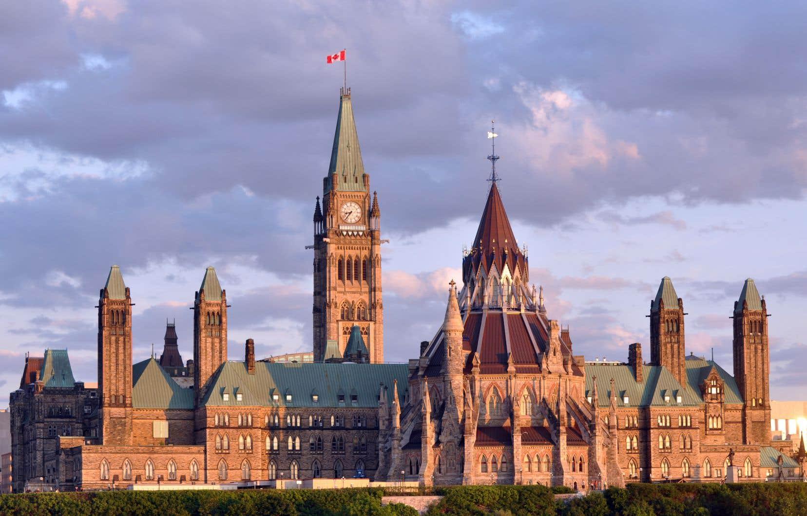 Ottawa pourrait emprunter moins s'il révisait sa fiscalité et faisait un peu de ménage dans ce qu'on appelle les dépenses fiscales, c'est-à-dire ces crédits, exemptions, reports et exonérations d'impôt qui privent le gouvernement fédéral d'environ 160milliards par année.