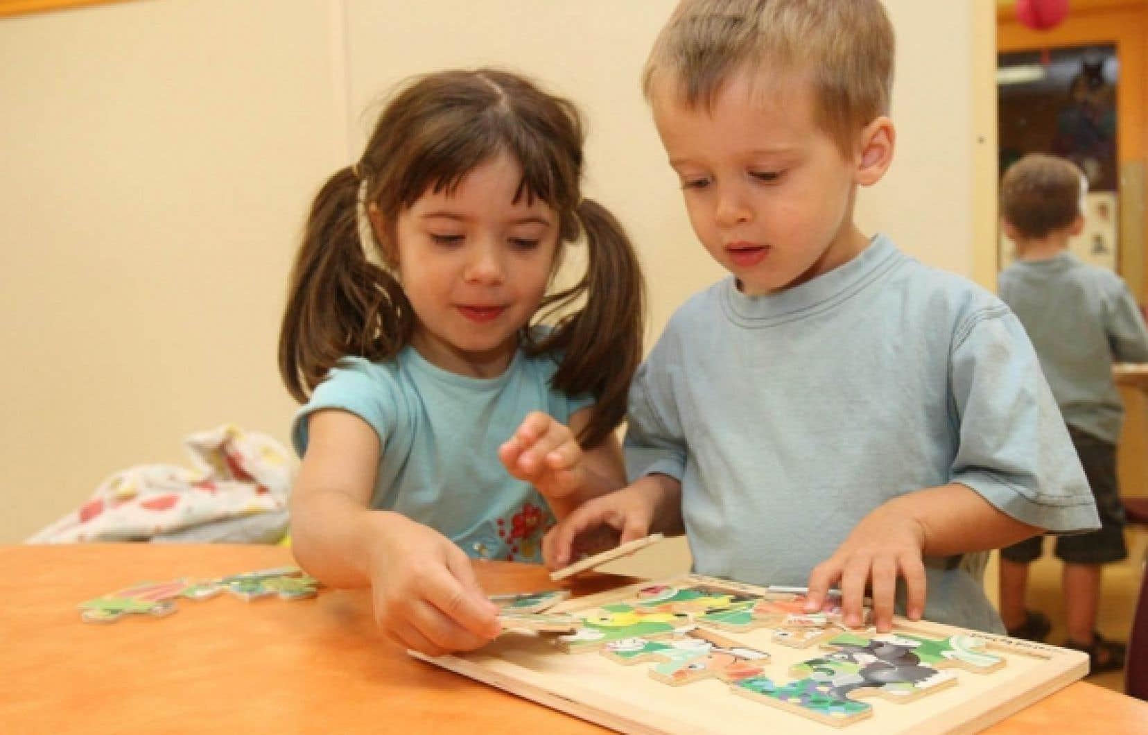 Jeux libres dans une garderie. Le Centre d'aide et de soutien aux intervenants et organismes en petite enfance a conçu un nouvel outil qui vise justement les petits d'âge préscolaire.<br />