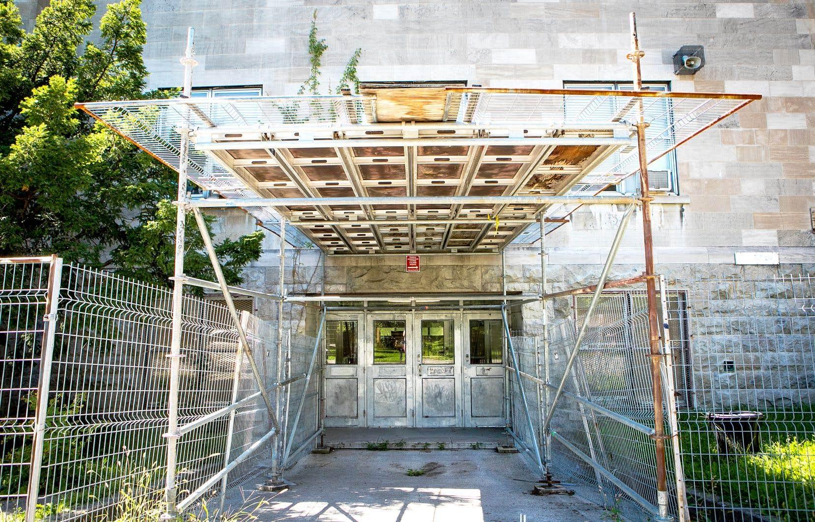 Ces bâtiments «nomades» permettront d'éviter que des élèves cohabitent avec d'importants chantiers scolaires, comme c'est le cas à l'heure actuelle.