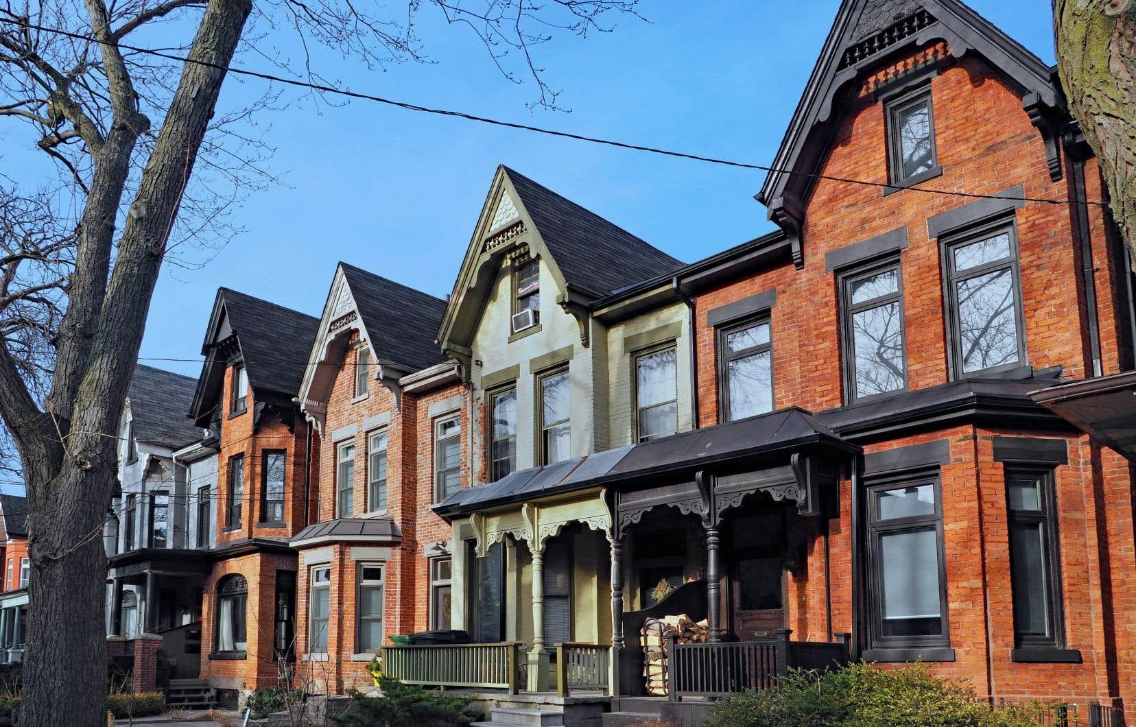 Selon la SCHL, la situation dans la grande région de Montréal sur le marché  de la revente entraîne  de la pression  à la hausse  sur les prix.