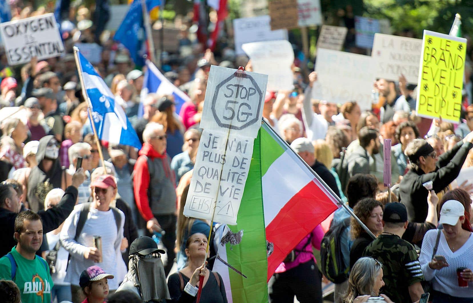 Une manifestation contre le port du masque à Montréal, le samedi 12 septembre