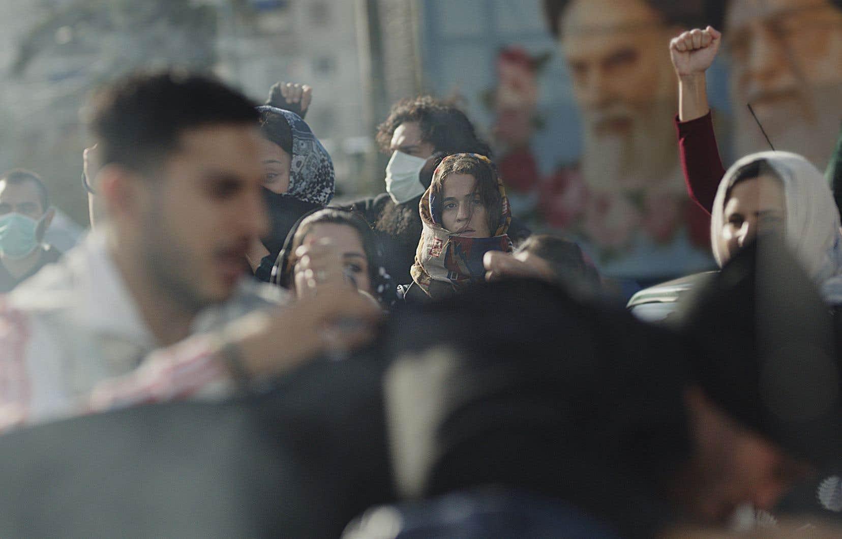 Baignant dans des eaux de suspense politique, «Téhéran»suit une pirate informatique israélienne lancée sur une mission par le Mossad.