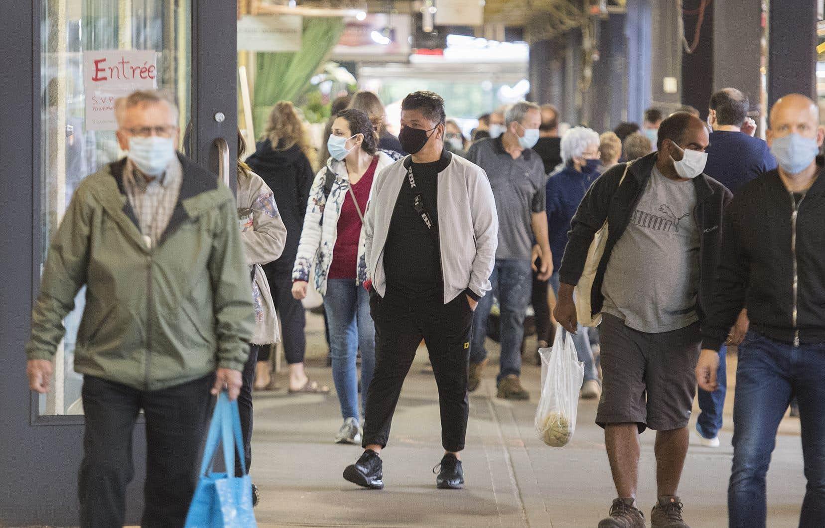 Impact direct de la pandémie, «les dépenses de consommation des ménages baissent de 13,3%, ce qui est principalement attribuable à la diminution des achats de services (-18,7%) et de biens durables (-15,9%)», indique l'ISQ.