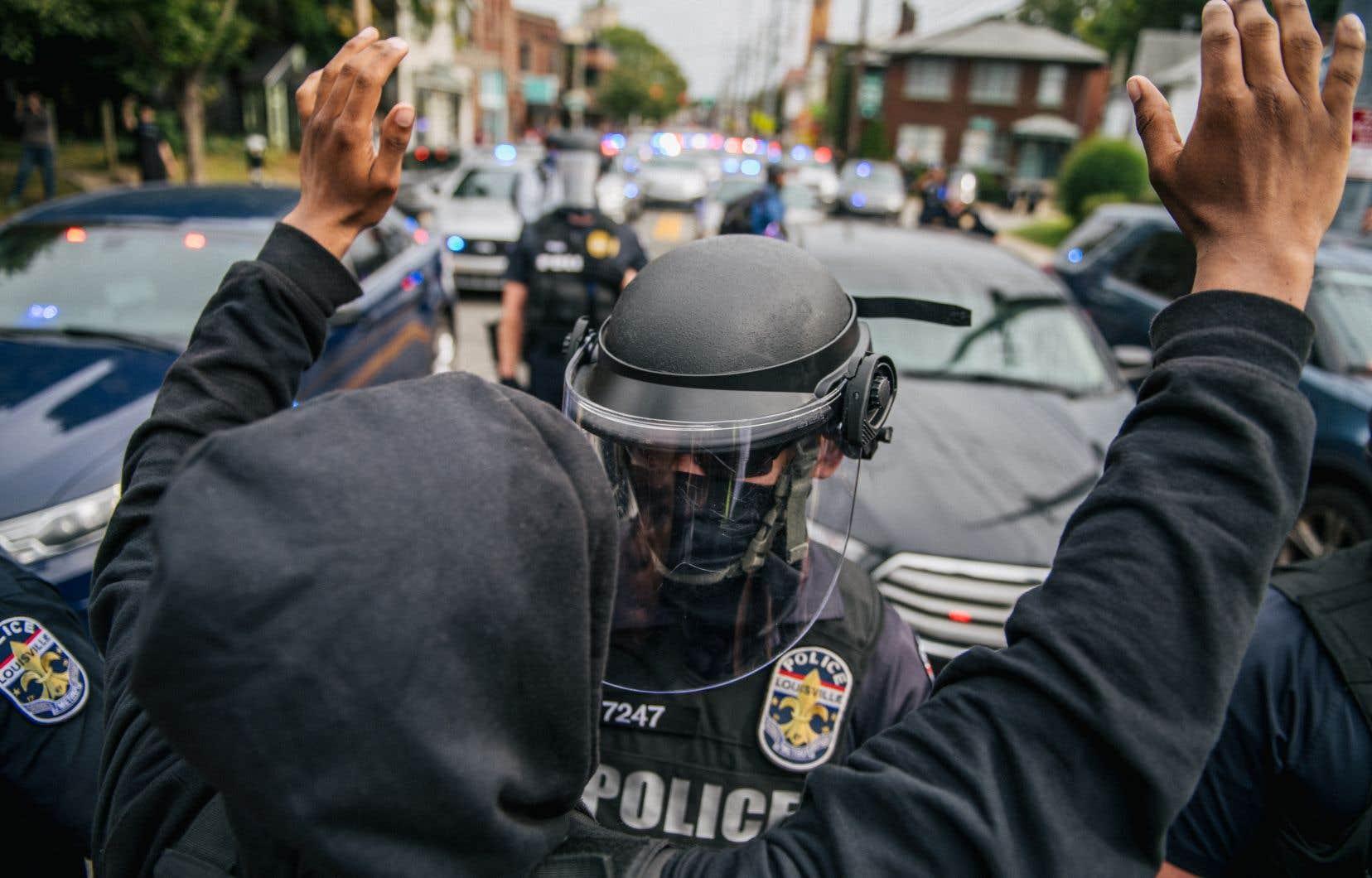 Après l'annonce de l'accusation d'un seul des trois policiers impliqués dans la mort de Breonna Taylor, des manifestations ont éclaté à Louisville et d'autres grandes villes du pays.