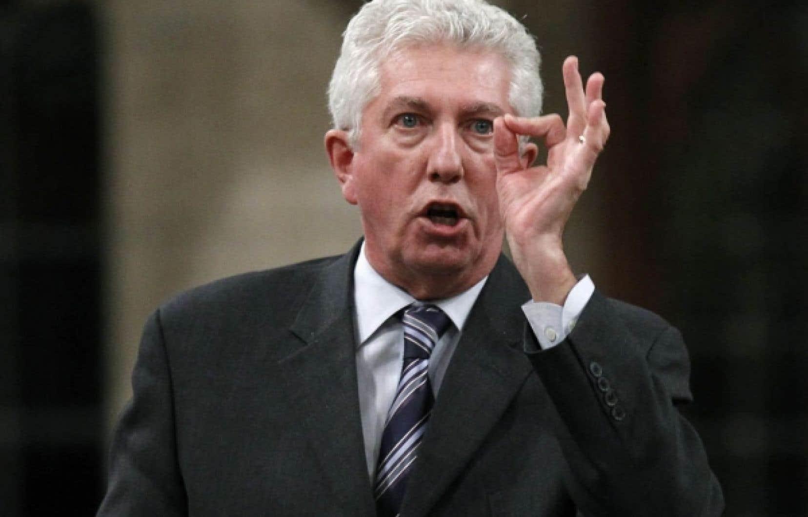 L'opposition accuse Bev Oda de leur avoir «menti» et d'avoir «trafiqué» un document gouvernemental. «Le premier ministre va-t-il démettre de ses fonctions la ministre de la Coopération internationale pour avoir induit la Chambre en erreur?», a demandé le chef bloquiste, Gilles Duceppe.