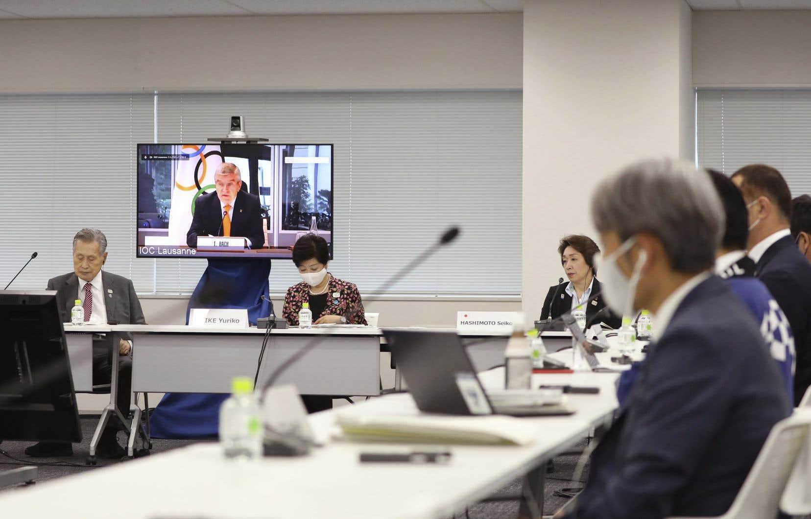 Bach a ajouté que le CIO est en contact avec l'Organisation mondiale de la santé, des experts de la santé et certaines entreprises pharmaceutiques.