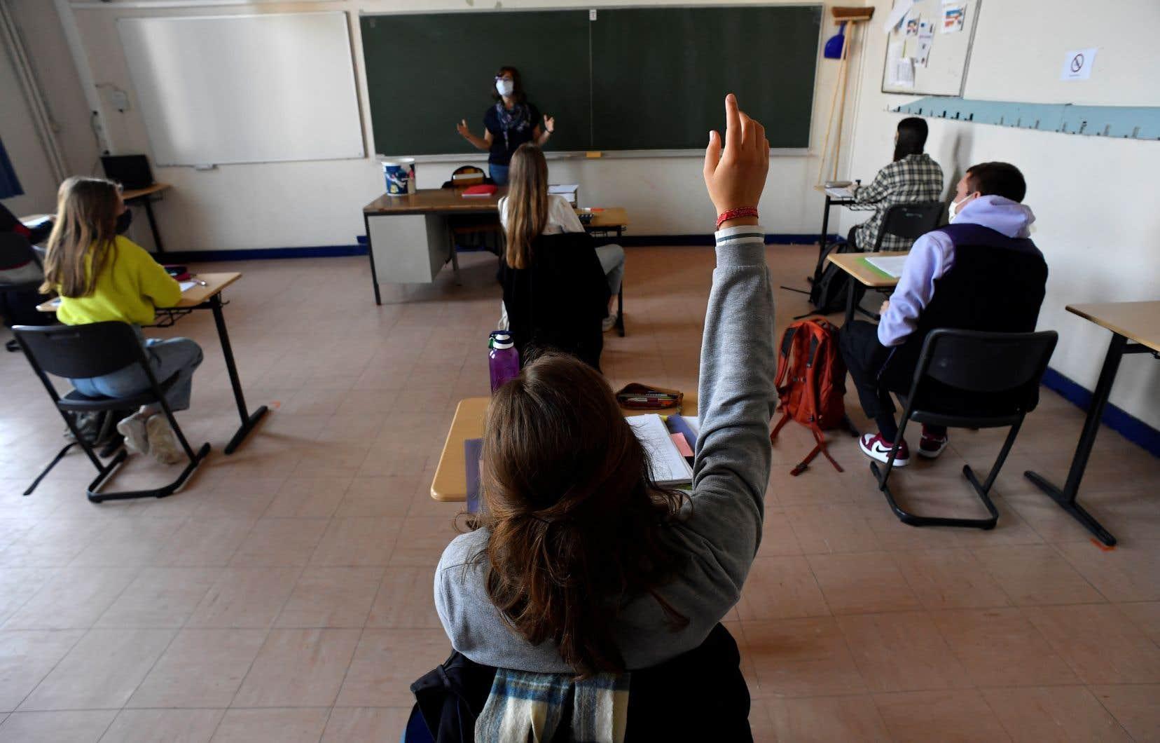«Pourquoi tolérons-nous une telle marque de dévalorisation de la profession en enseignement?», se demande l'autrice.