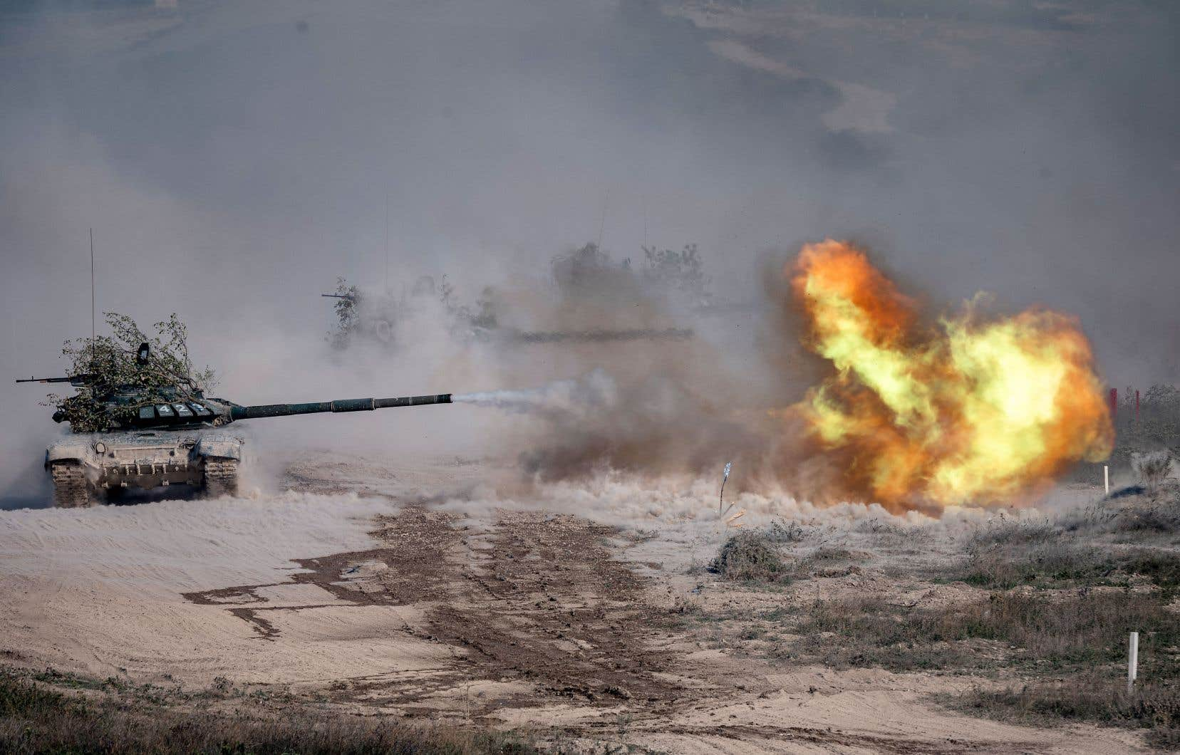 Les deux camps ont échangé depuis le matin des tirs d'artillerie et ont déployé des blindés, et l'Azerbaïdjan a procédé à des bombardements aériens.