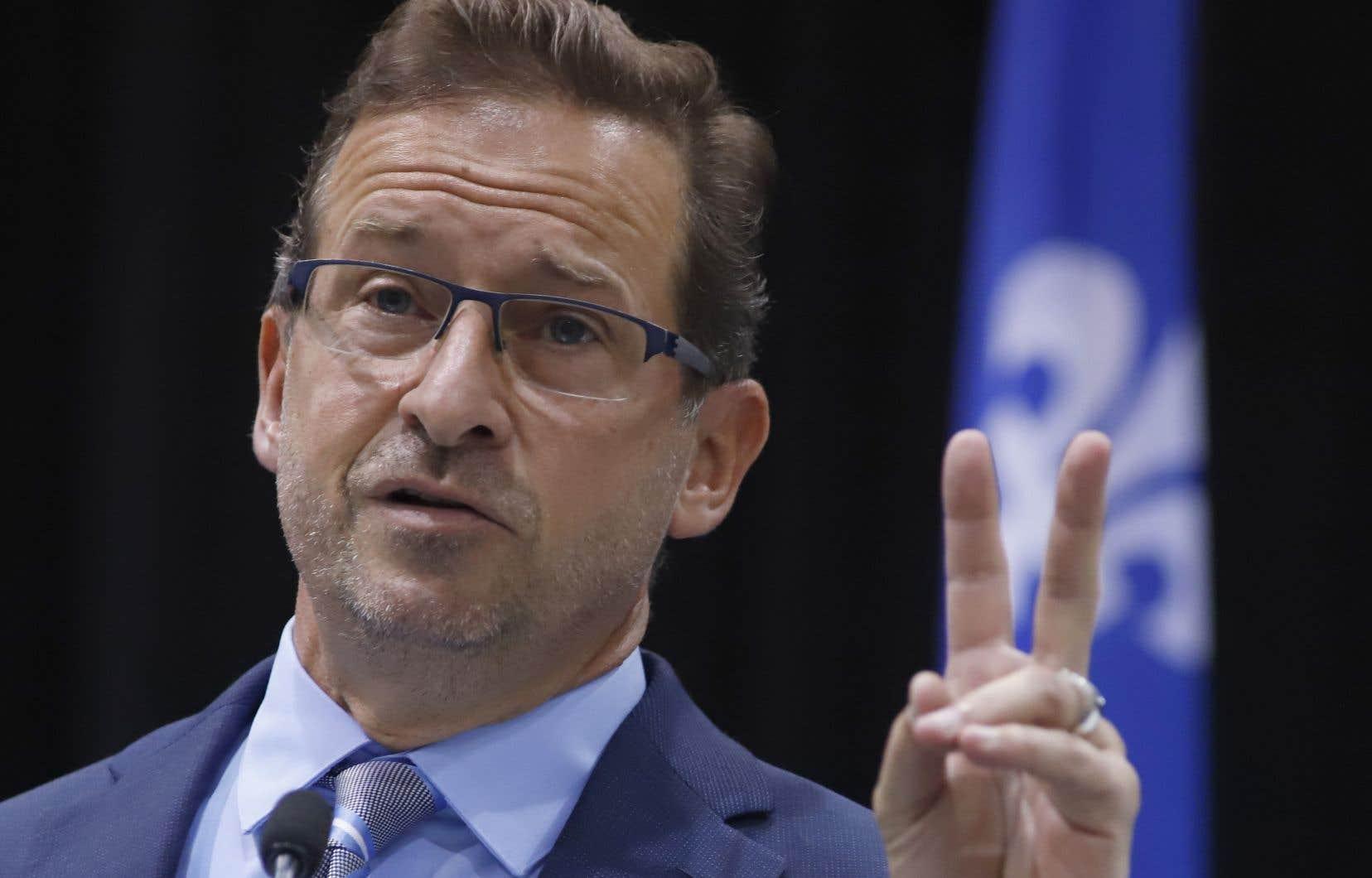 Yves-François Blanchet a présenté le document préparé par son parti comme étant «infiniment plus précis que le discours du Trône».