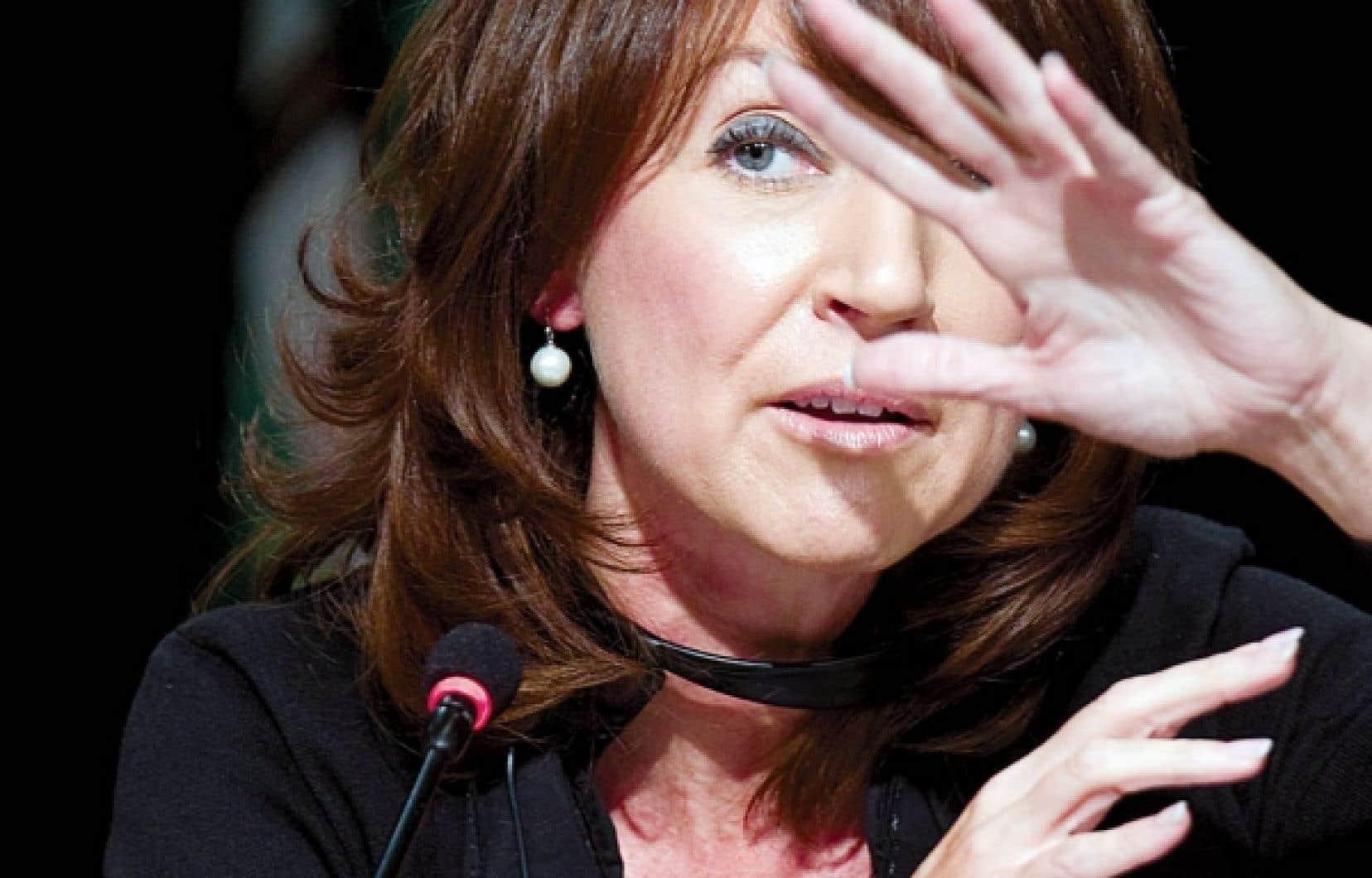De son côté, la ministre Nathalie Normandeau affirme être disposée à dévoiler les termes de l'entente.