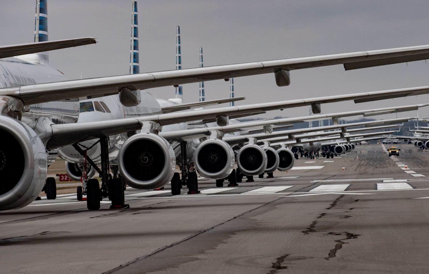 Les compagnies aériennes américaines font face à l'effondrement du tourisme et à la mise en place de restrictions frontalières.