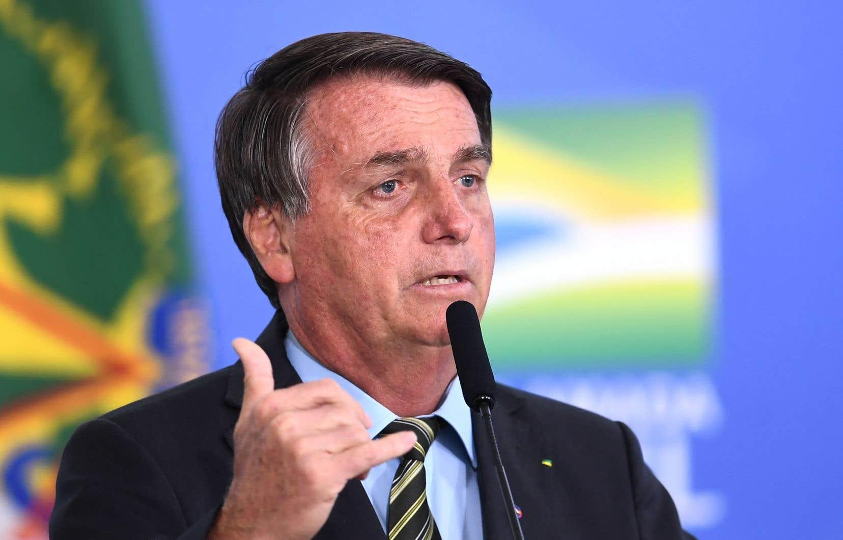 Jair Bolsonaro est sous pression internationale, y compris de la part d'investisseurs inquiets de l'avancée de la déforestation et de la recrudescence des incendies en Amazonie.
