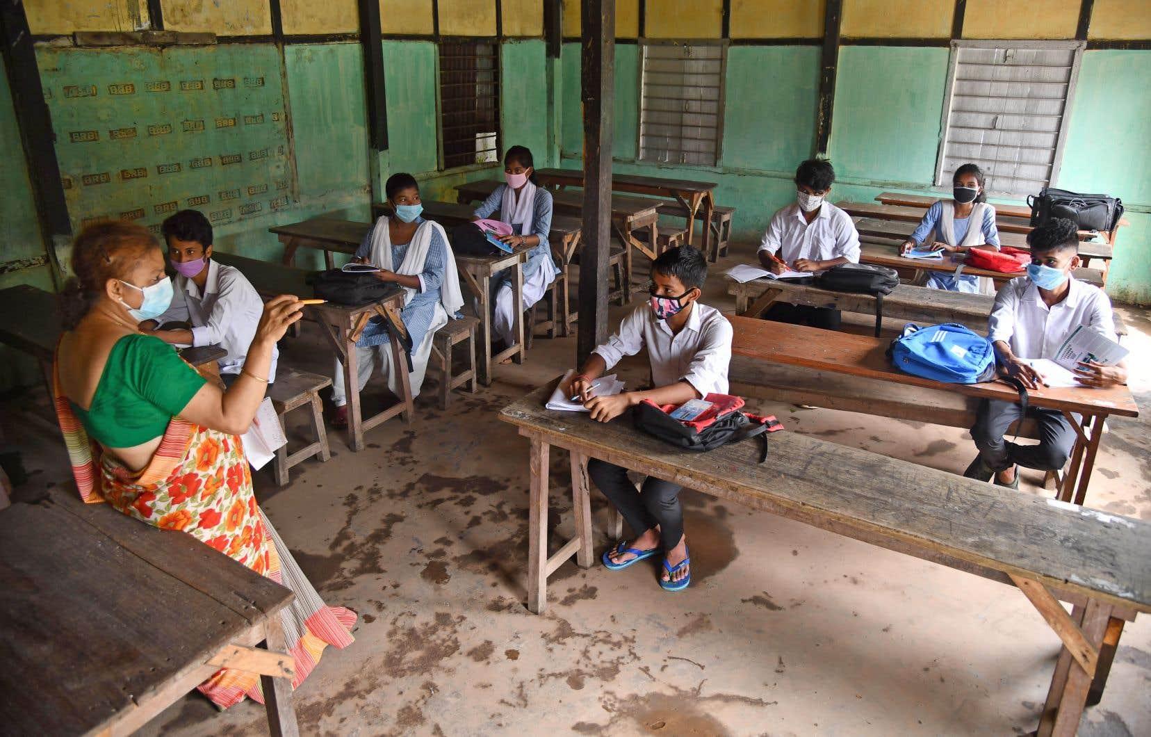 Les établissements scolaires de certains États ont été autorisés la semaine dernière à accueillir les élèves âgés de 14 à 17ans, mais la nouvelle annonce concerne toutes les écoles.