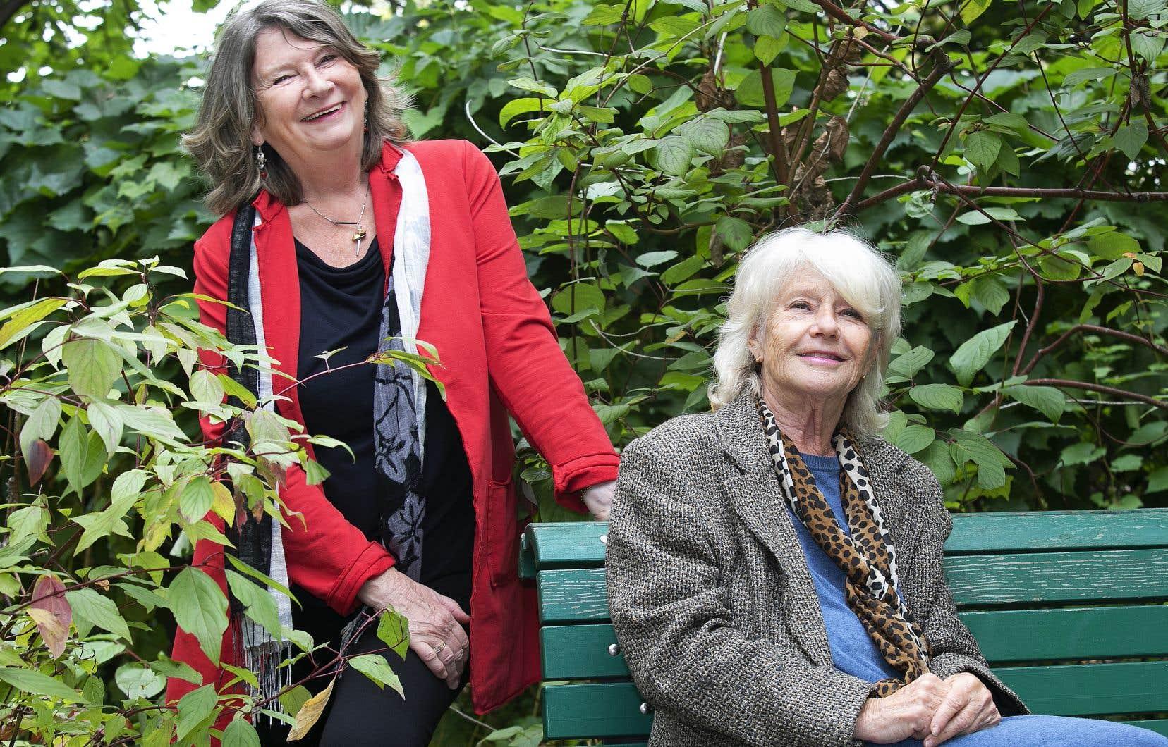 «Elle a trouvé sa place, résume l'autrice Carmel Dumas (à gauche) à propos de Mouffe. Elle, son art, c'est créer de l'harmonie, faire en sorte que les gens se sentent bien et que le spectacle ait lieu.»