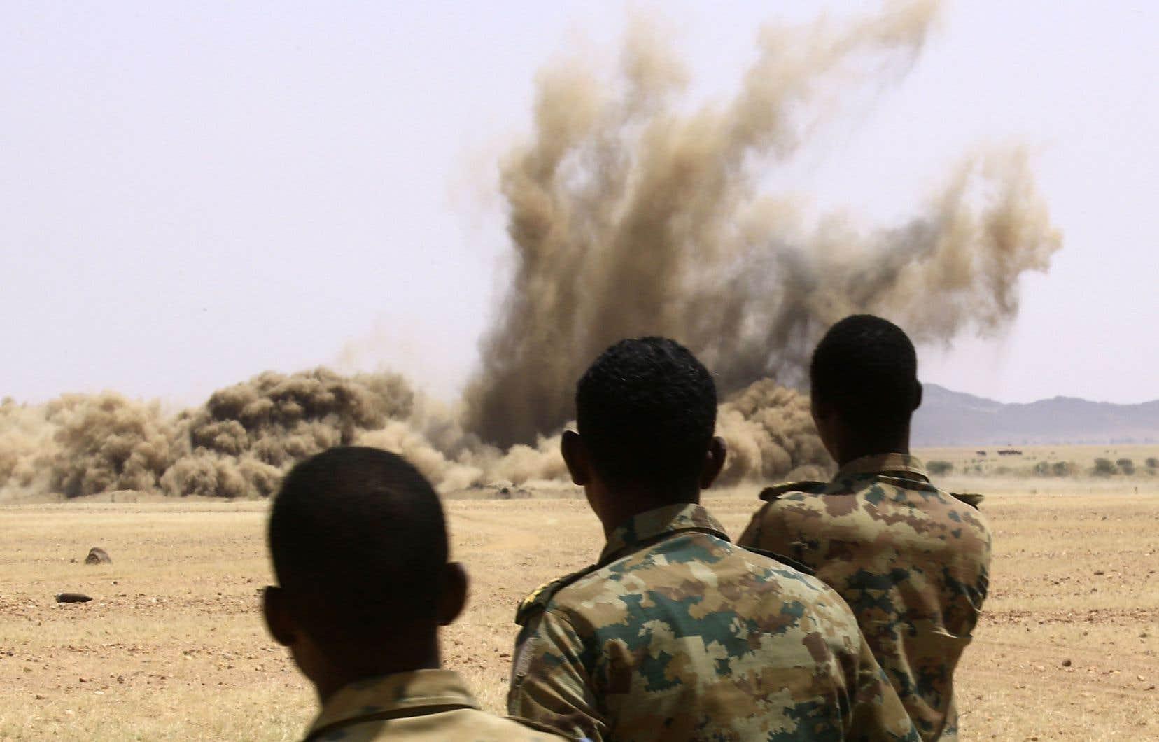 Quelques jours plus tôt, l'armée soudanaise a procédé à la destruction d'armes illégales rendues par les citoyens.