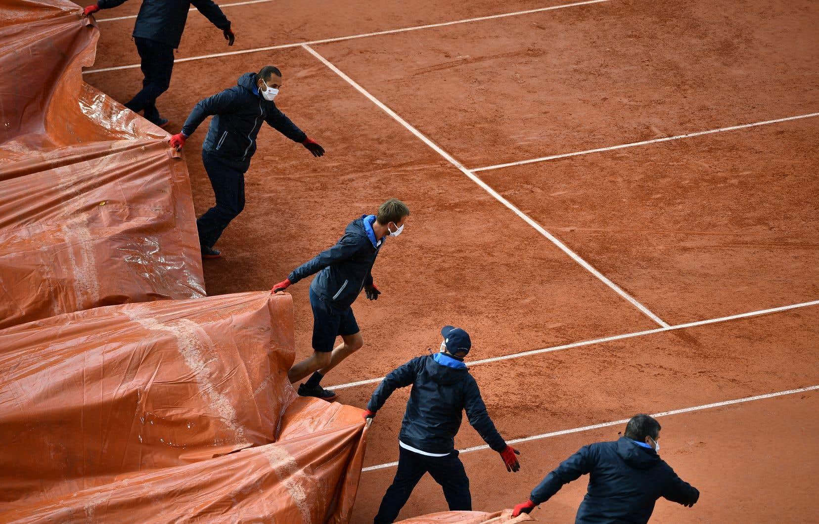 Le froid et la pluie ont rythmé plusieurs jours de la première semaine de  cette édition de Roland-Garros.