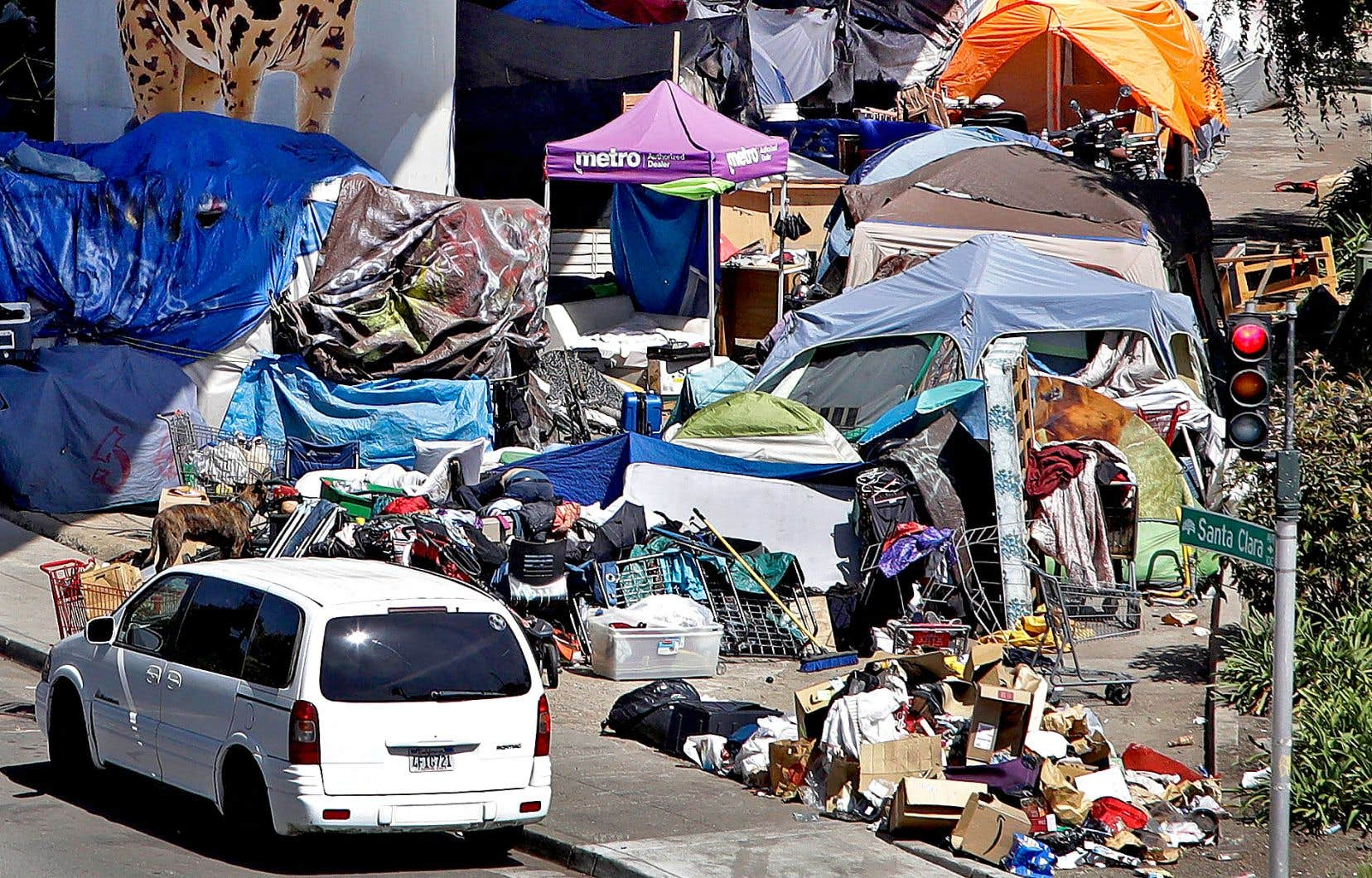 Un camp de personnes sans abri, à Oakland, près de San Francisco. Selon les intervenants sur le terrain, la situation n'y a jamais été pire qu'aujourd'hui.
