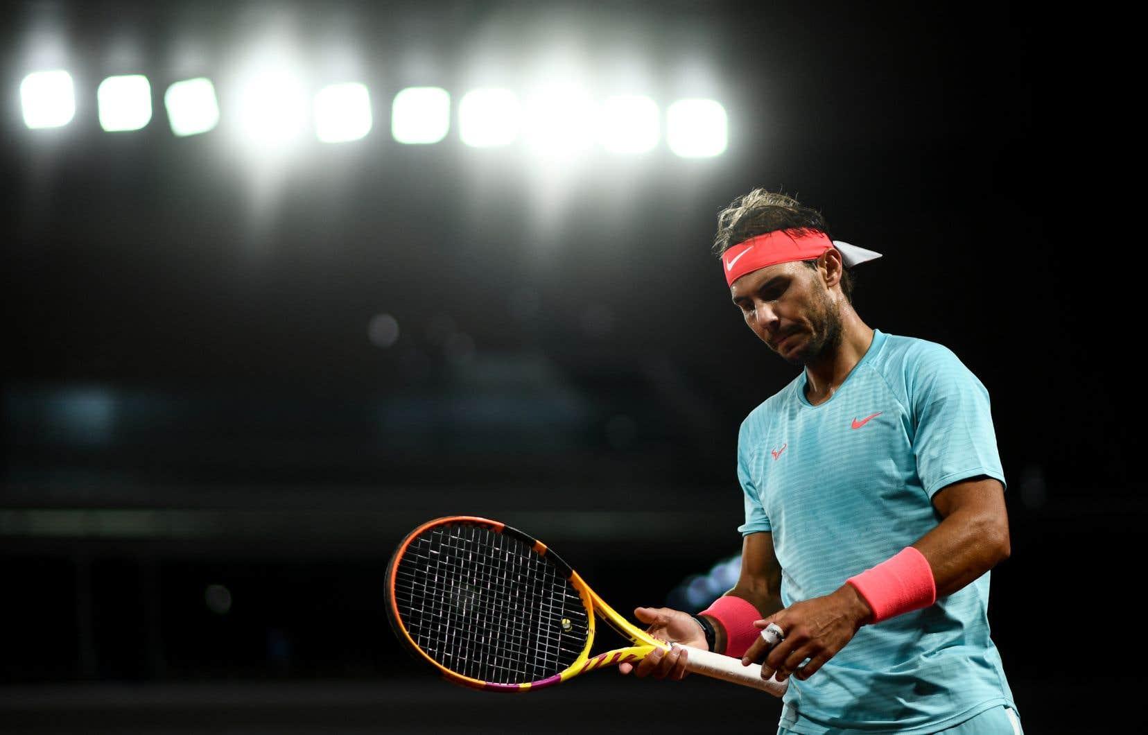RafaelNadal l'a emporté 7-6 (4), 6-4, 6-1 pour atteindre les demi-finales à Roland-Garros pour une 13efois, un record.
