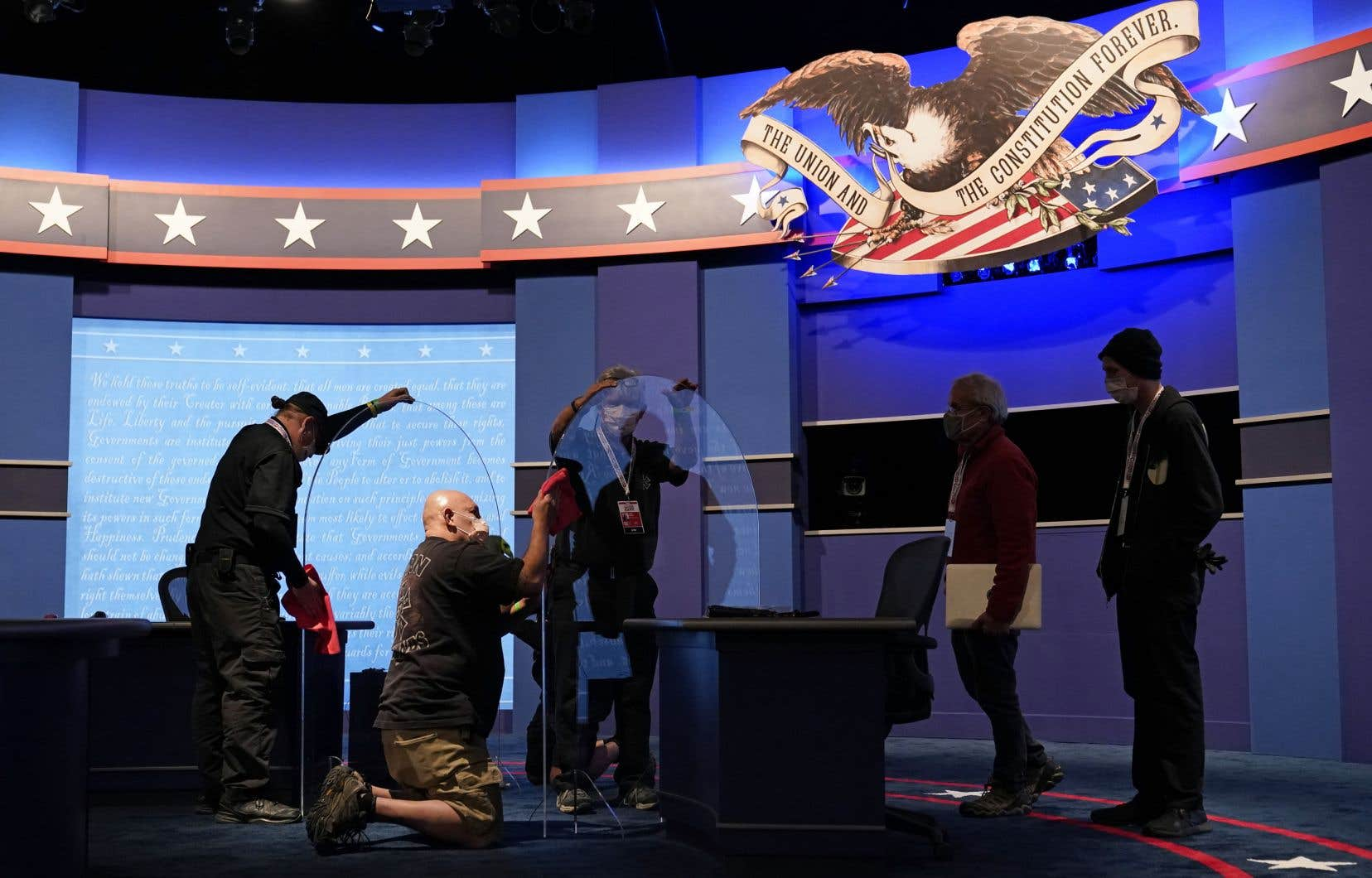 Préparatifs sur le plateau où se déroulera le débat entre Mike Pence et Kamala Harris à Salt Lake City, dans l'Utah.