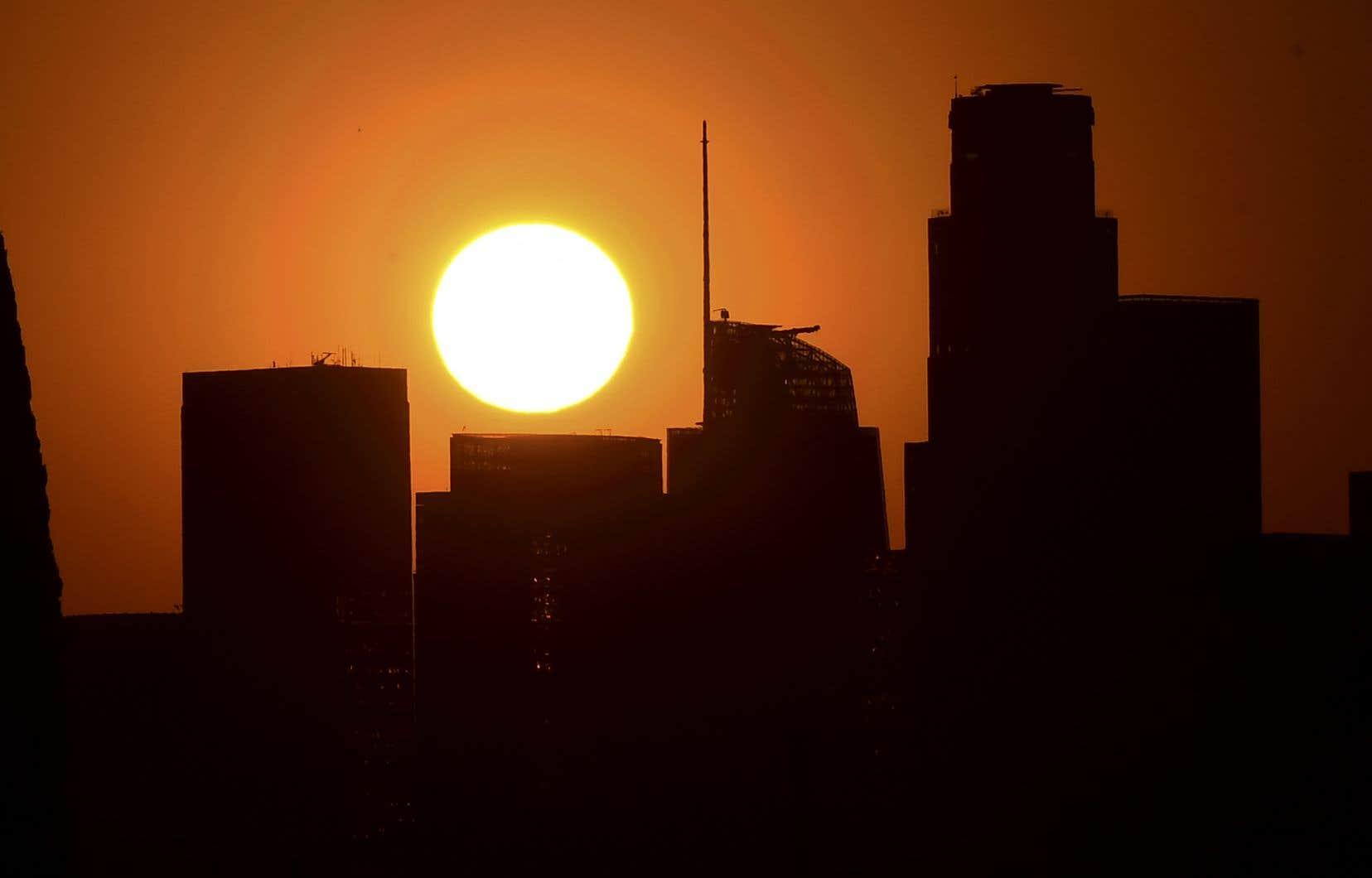 L'Amérique du Nord a connu un mois de septembre particulièrement chaud, avec notamment 49 °C enregistrés au début du mois dans le comté de Los Angeles.