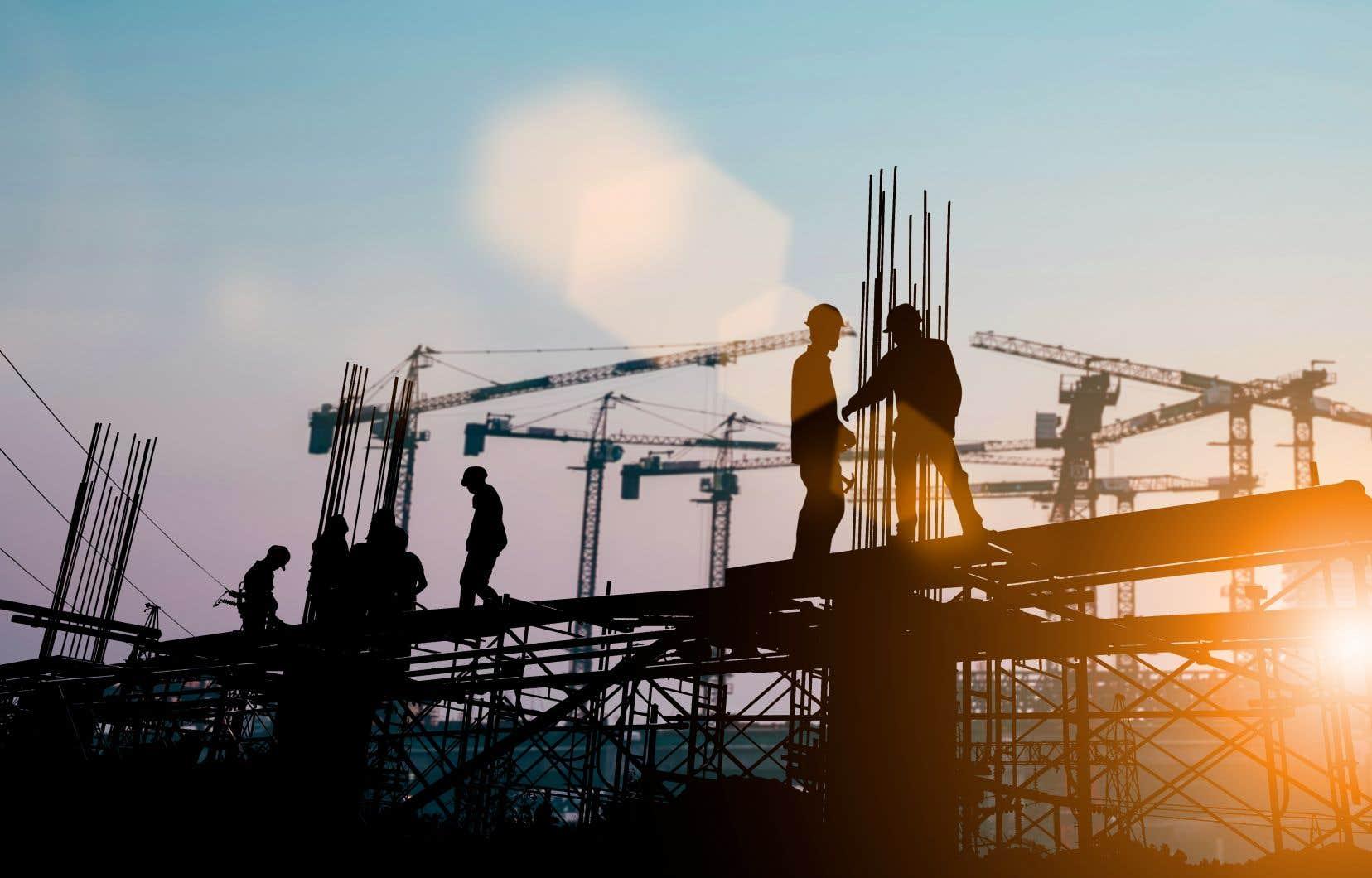 Pour relancer l'économie de la province, le Plan québécois des infrastructures prévoit des investissements de plus de 130 milliards sur 10 ans.