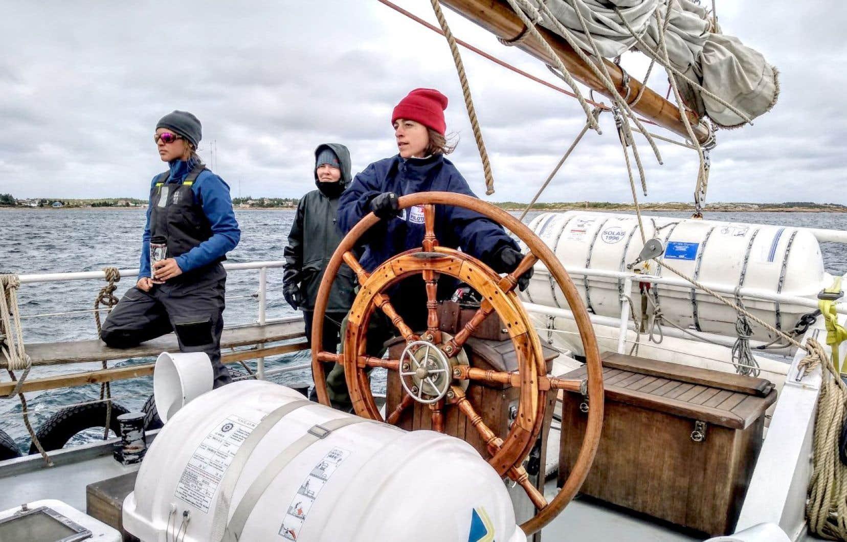 Bienvenue sur l'ÉcoMaris, le voilier-école unique en son genre qui convie les Québécois à découvrir leur province en devenant des marins de circonstance.
