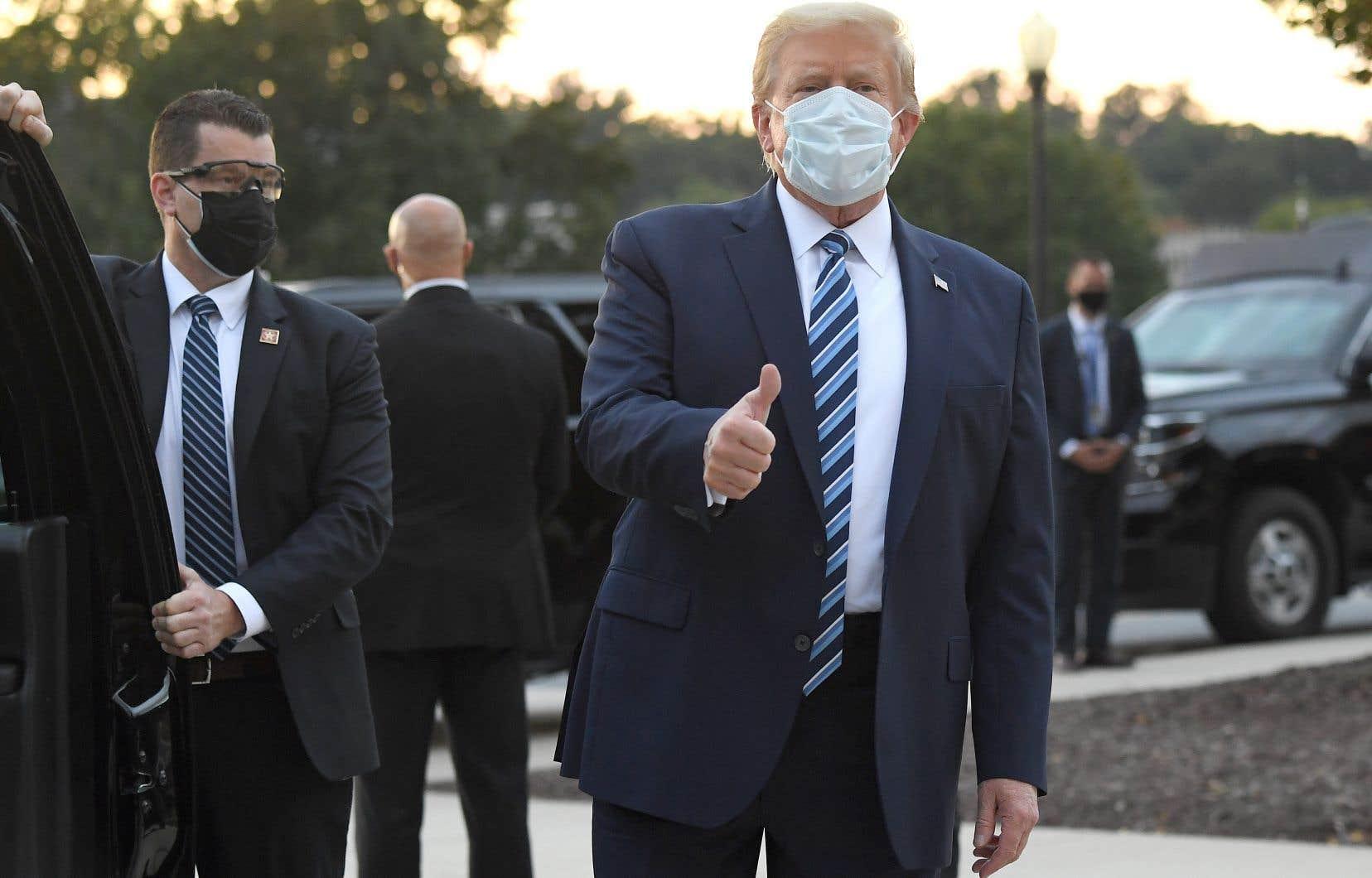 Pour l'heure, selon le médecin de la Maison-Blanche, l'état de santé de Donald Trump est chaque jour un peu plus rassurant, à trois semaines d'un scrutin qui s'annonce très difficile pour lui face au candidat démocrate Joe Biden.