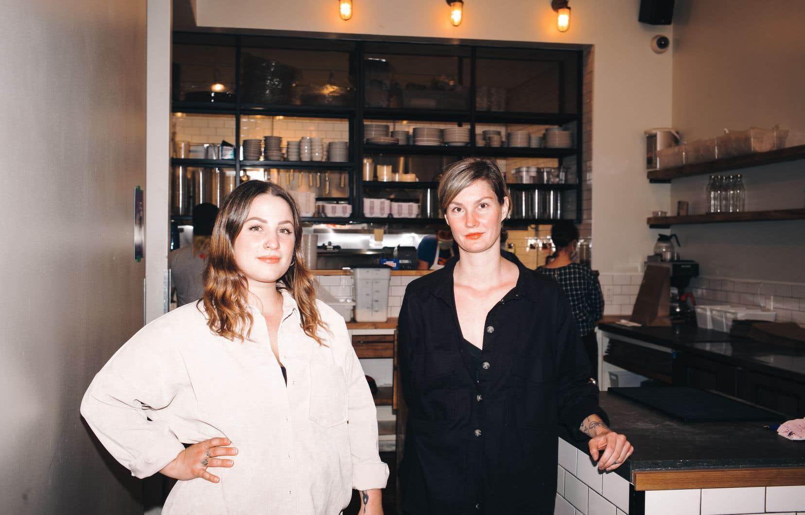 Kassandra Brochu et Anne-Marie Giguère sont les instigatrices de ce nouveau service de livraison qui fait un pied de nez à la pandémie.