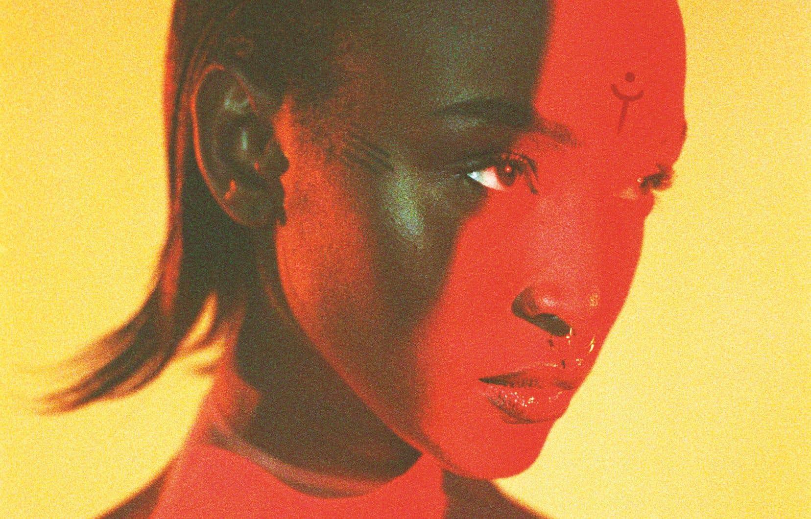 Dans cet album, Lous parle d'elle et du monde qui l'entoure avec une frappante lucidité.