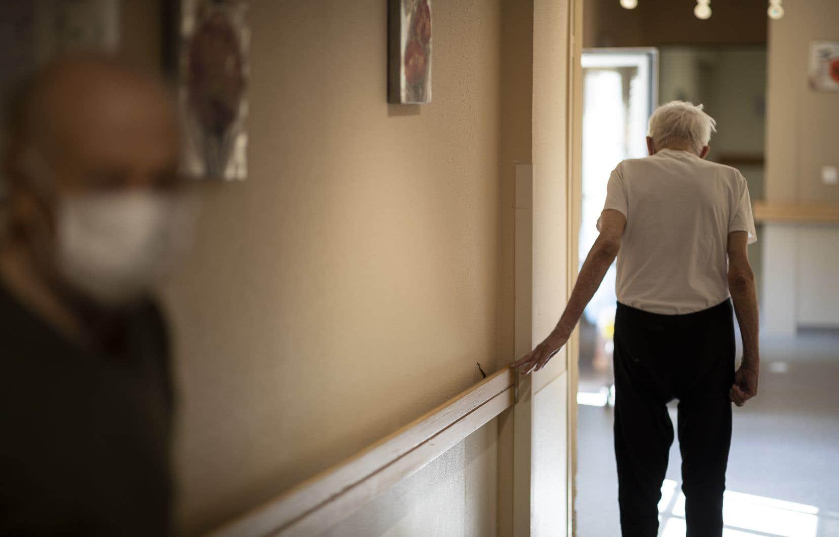 La deuxième vague de la pandémie menace déjà les CHSLD et établissement pour aînés.