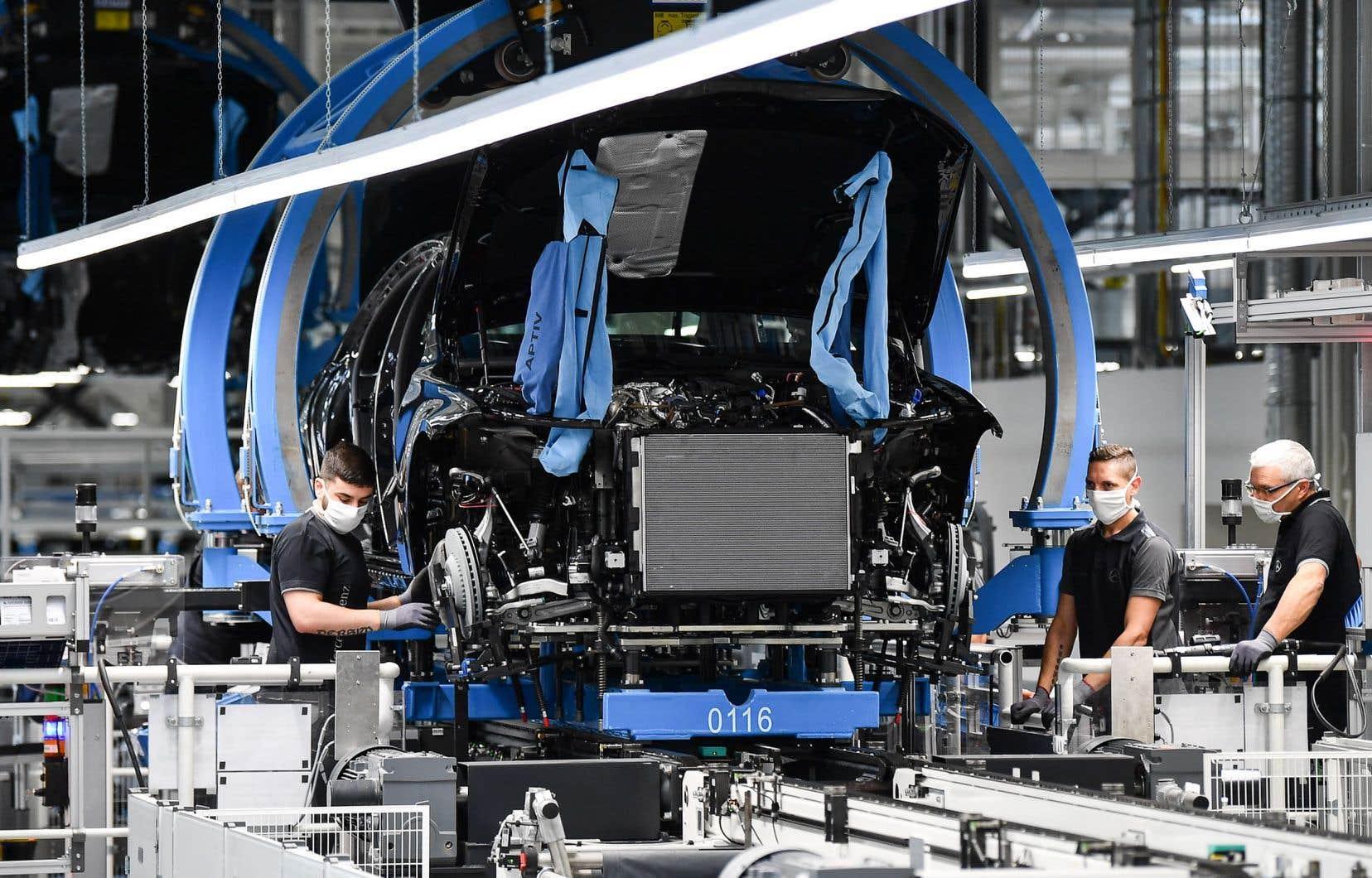La FTQ  réclame que le gouvernement développe une vraie politique industrielle pour le Québec, qui organiserait, entre autres,  une certaine réindustrialisation de la province.