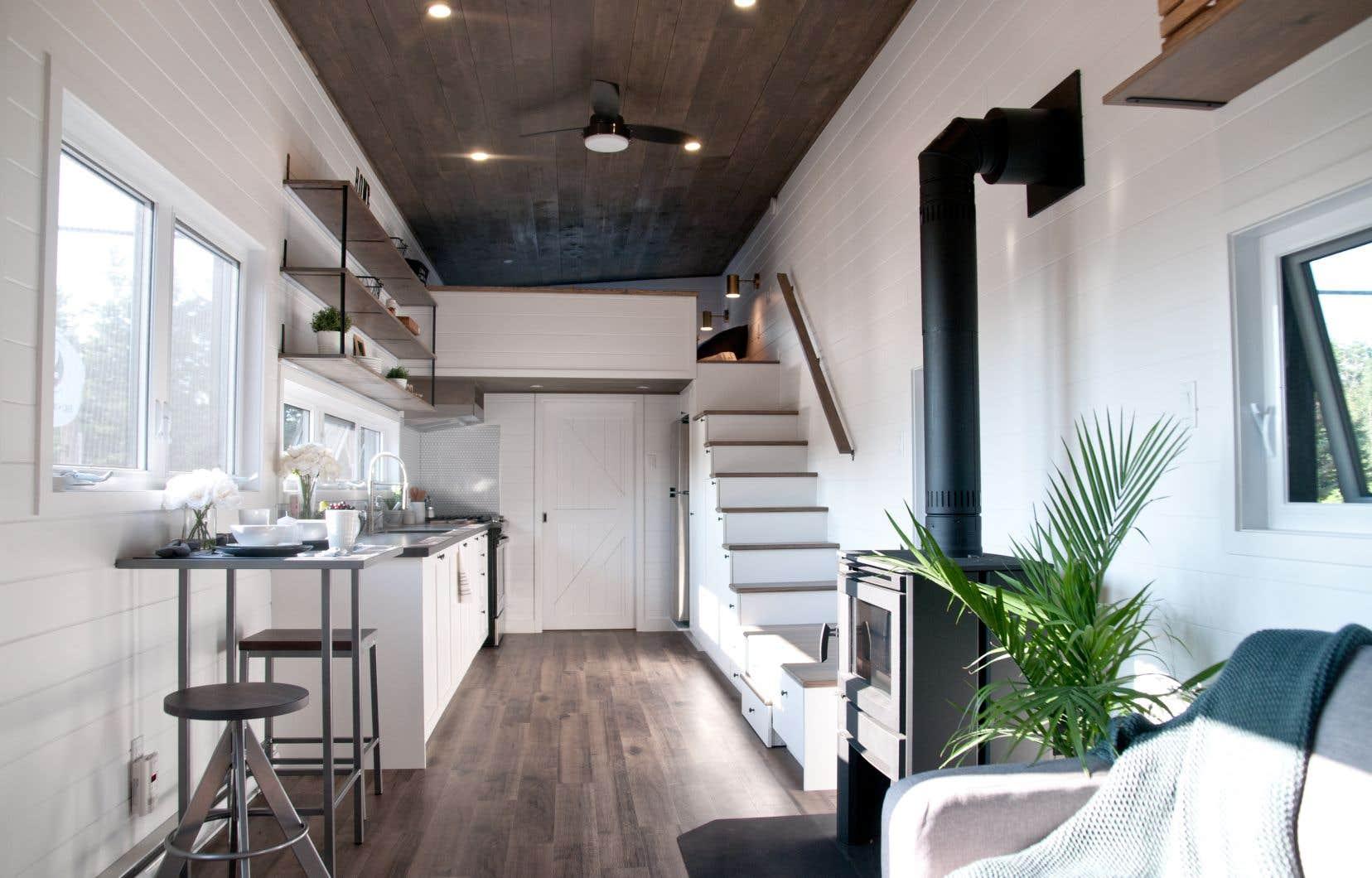 L'entreprise Minimaliste Houses a élaboré un prototype de minimaison motivé par la réduction de l'empreinte écologique, mais aussi par le mode de vie en «tinyhouse» comme présenté dans les différentes émissions de télévision.