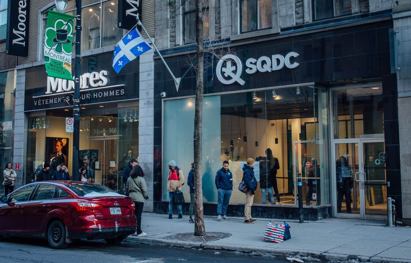 La SQDC évalue sa part de marché en estimant qu'il se consomme environ 150millions de grammes de marijuana en une année au Québec.