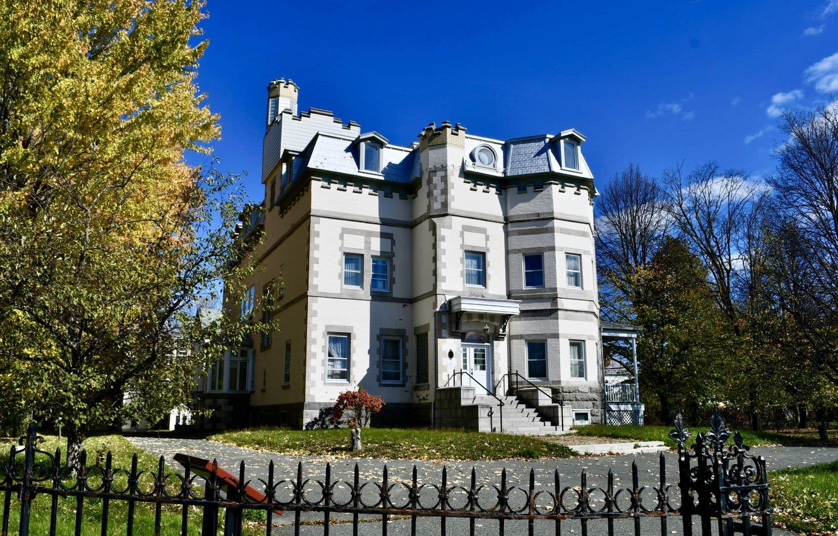Après plus de deux années d'attente, Québec procède finalement au classement du Château Beauce et de son site comme biens patrimoniaux.