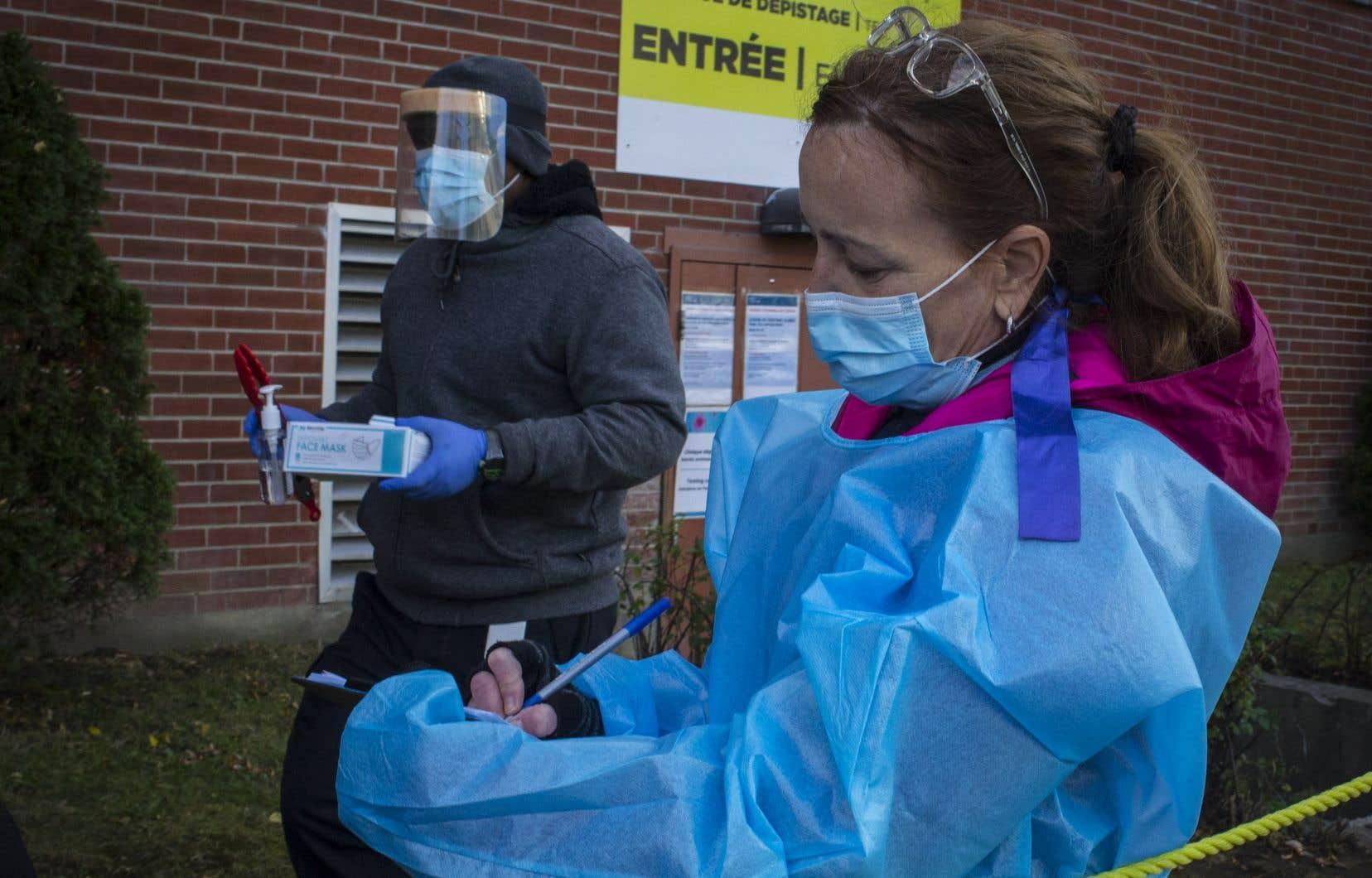 Une clinique de dépistage de la COVID-19, à Montréal