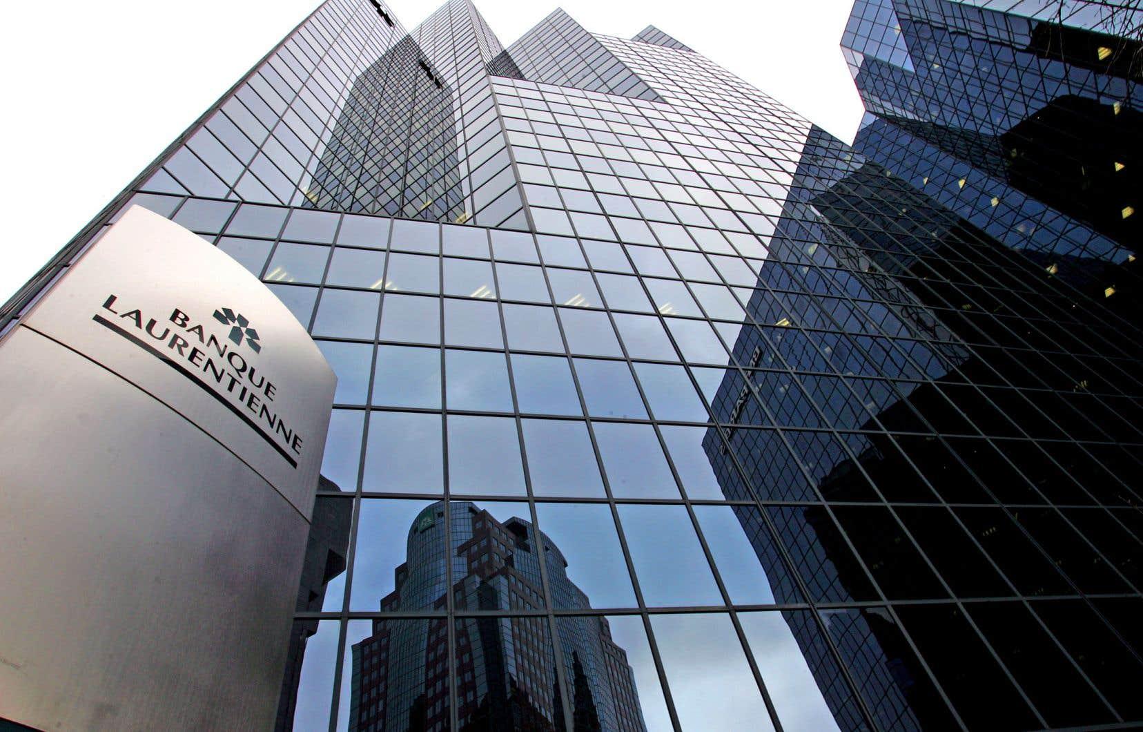 La Banque venait d'annoncer une chute de son bénéfice au deuxième trimestre, plombé par un bond des provisions pour pertes sur prêts, forçant une réduction de 40% du dividende trimestriel.
