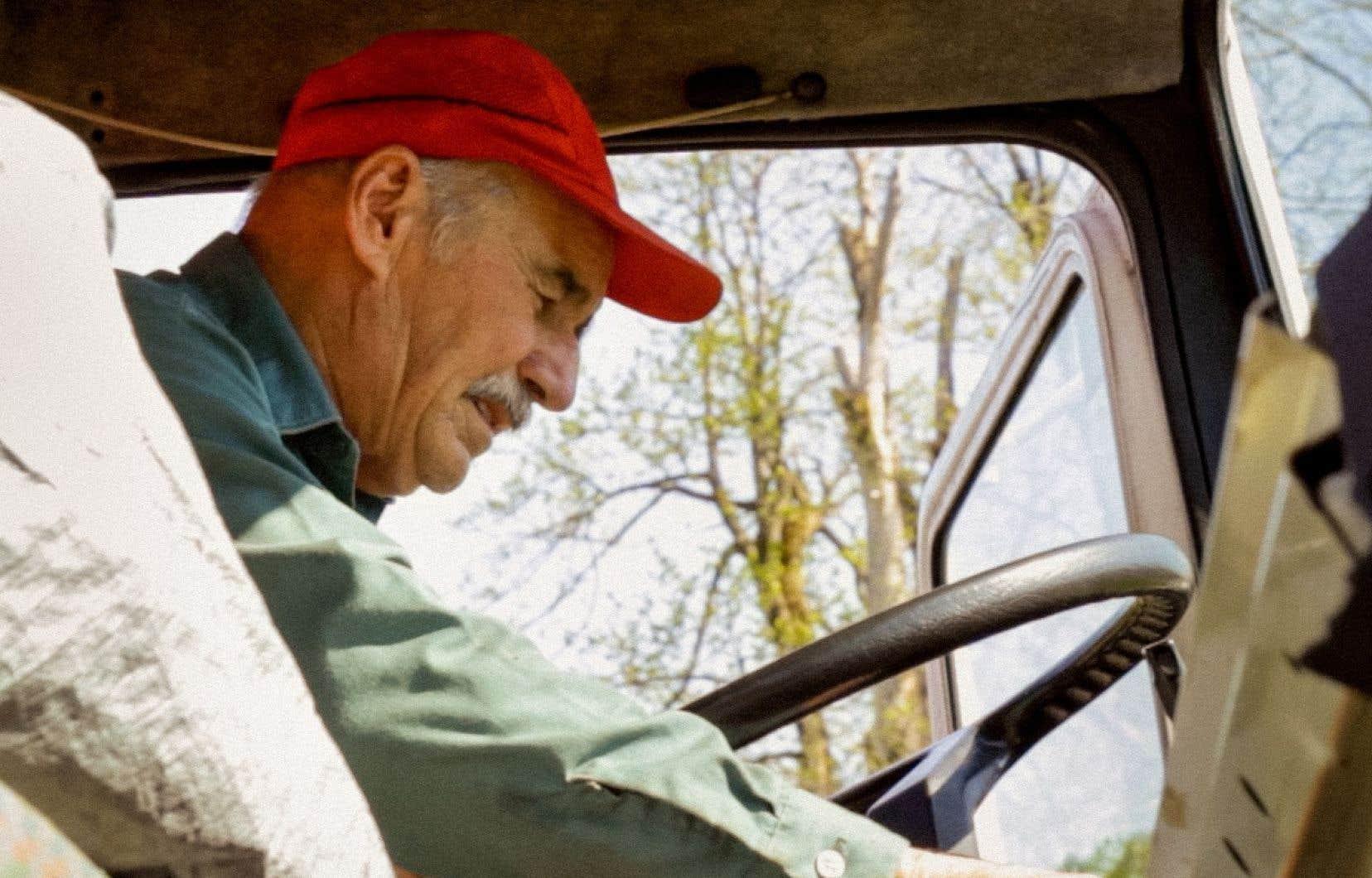 Roger Lecot, à l'aube de la retraite, s'est prêté au jeu du tournage avec un intérêt perceptible.